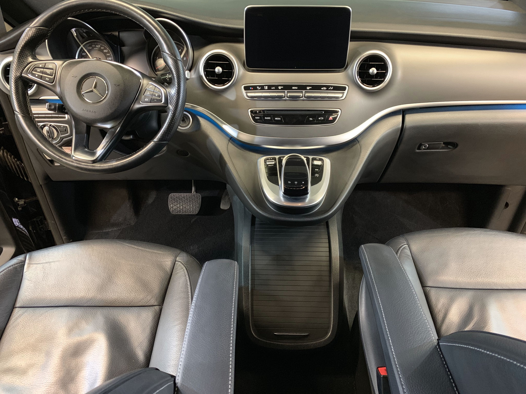 Mercedes V-Class 250D na full interior + leather care