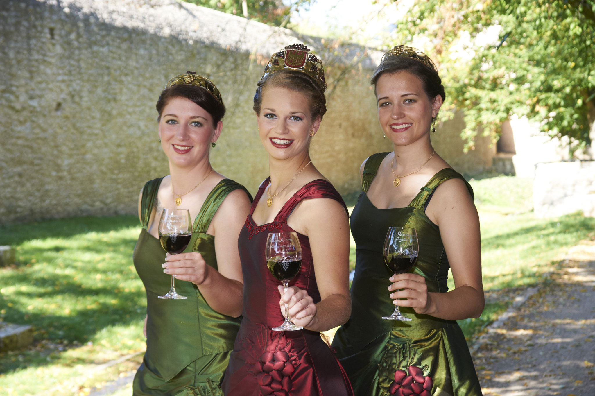 Rotweinkönigin Julia II mit Ihren Prinzessinnen Amy & Katja 2011/12