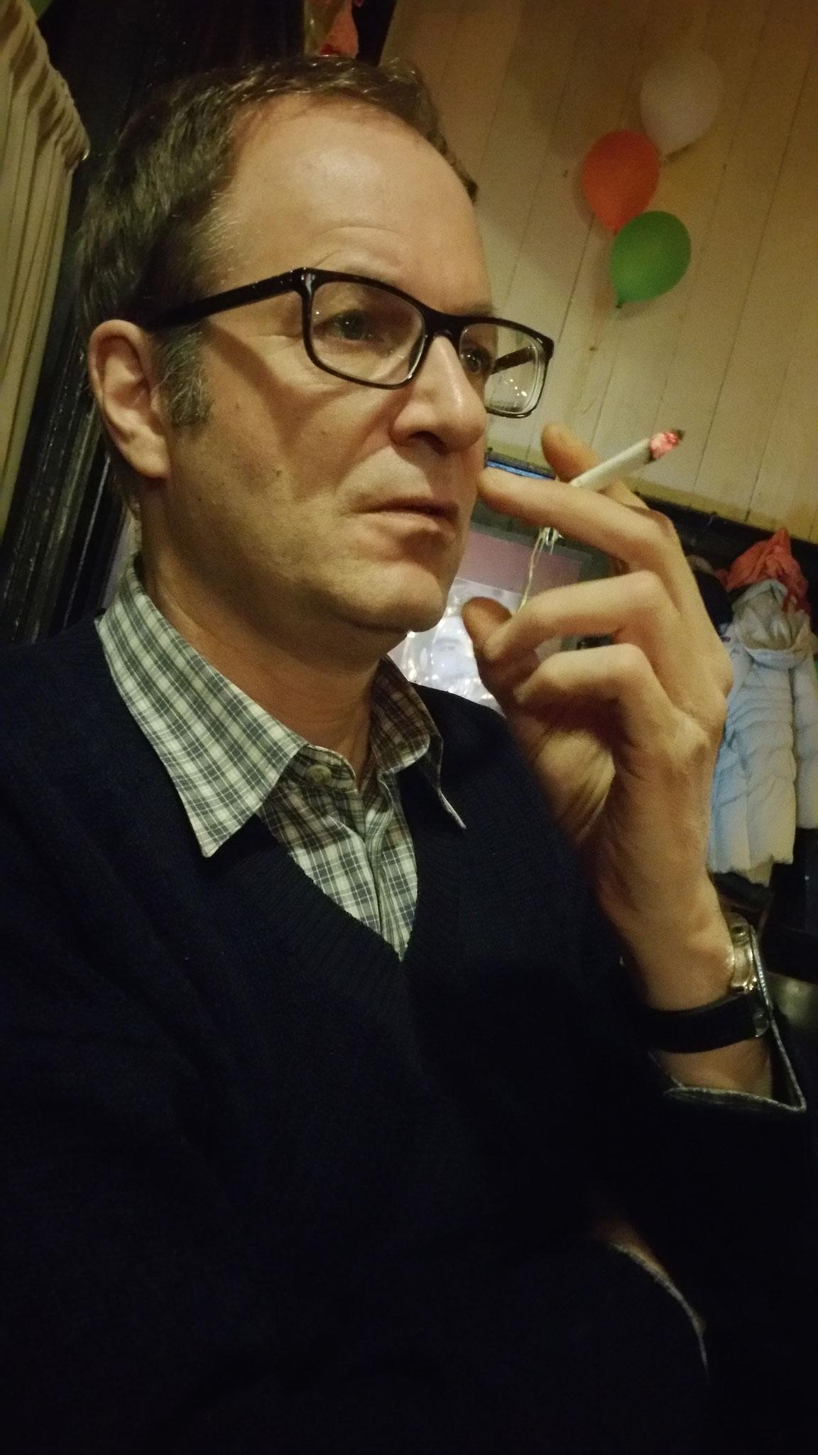 Lillis Mann Christian beim anschließenden Rauchgenuß