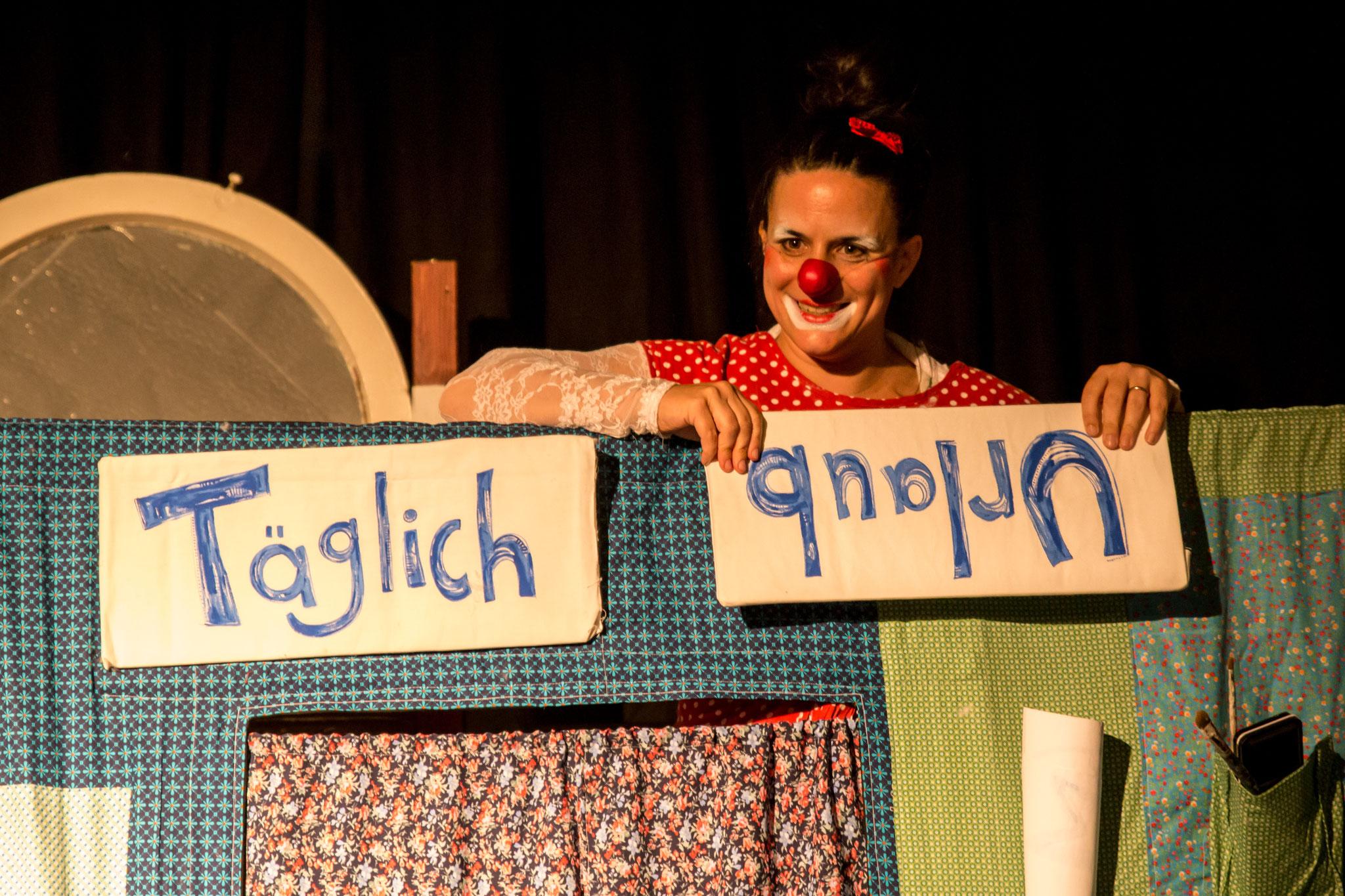 """Yaelle Dorison als Clownin Ciboulette mit ihrem Stück """"Täglich Urlaub"""""""
