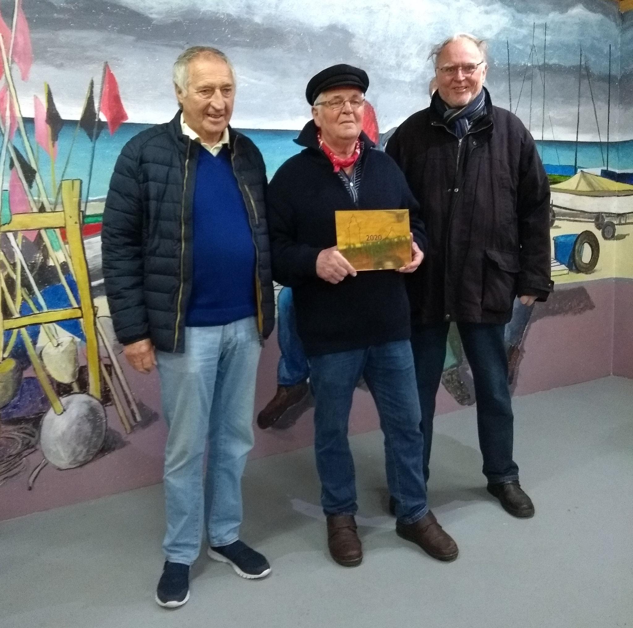 von links: Hans Jörgen Prühs, Fischerjunge und HuK Vorstandsmitglied, Rudi Höppner und J. Möller