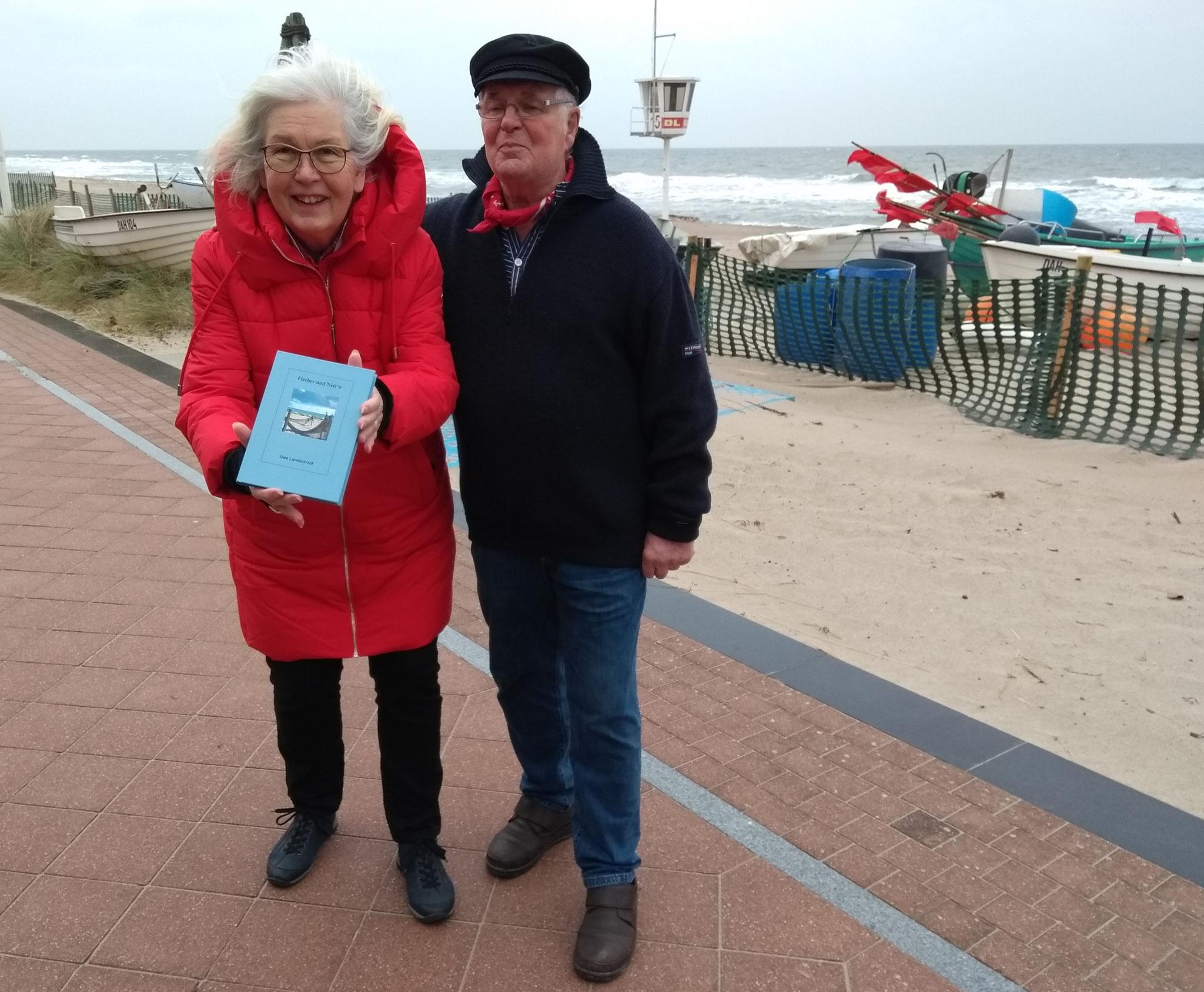 """Renate J. Ackermann und Rudi Höppner präsentieren das Buch """"Fischer und Nett'n"""""""