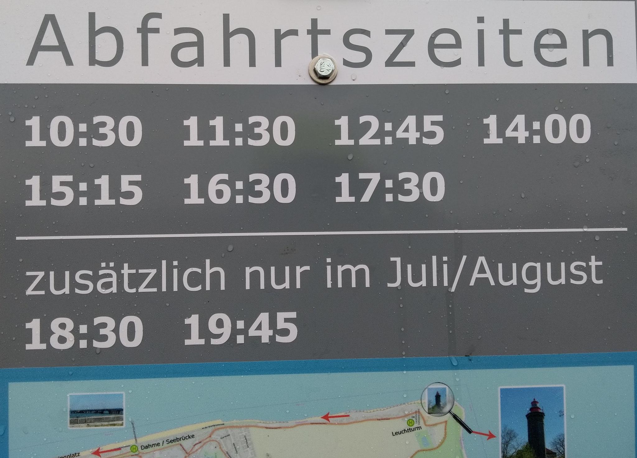 Die Abfahrtszeiten stehen an jeder Haltestelle