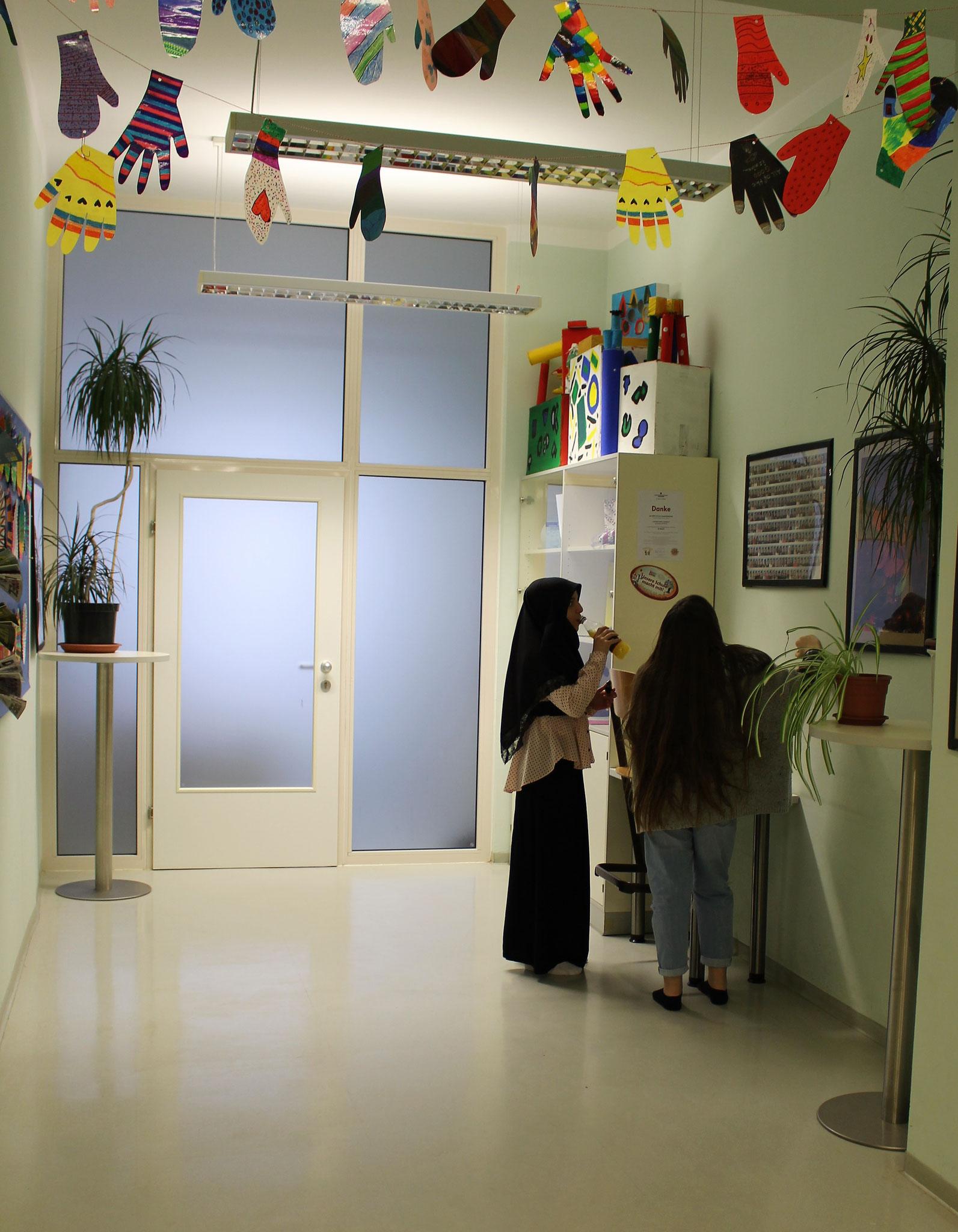 Vor dem Büro des Schulleiters