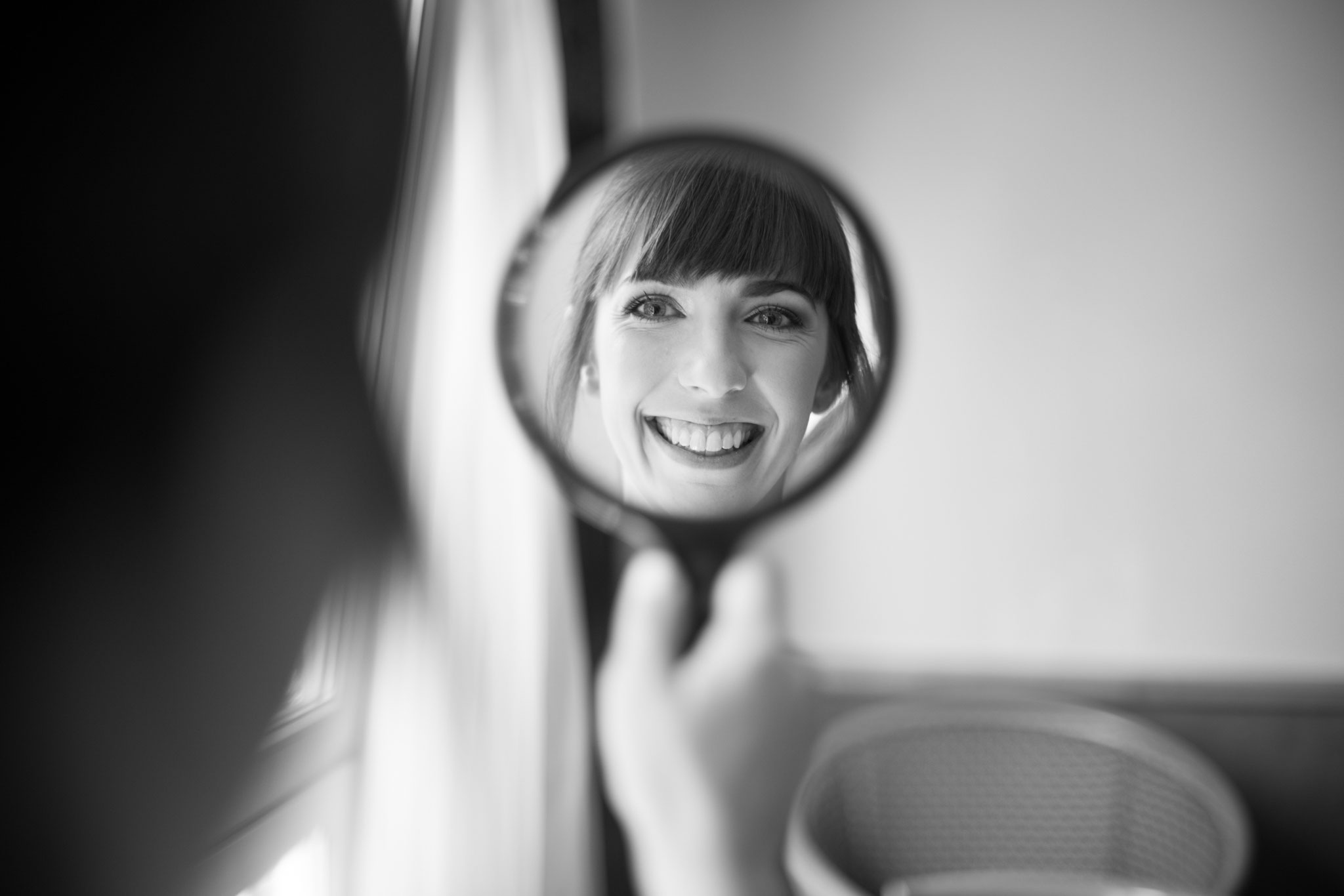 Die Aufregung steigt bei der lieben Braut Julia - geschminkt von Wandelbar Make-Up