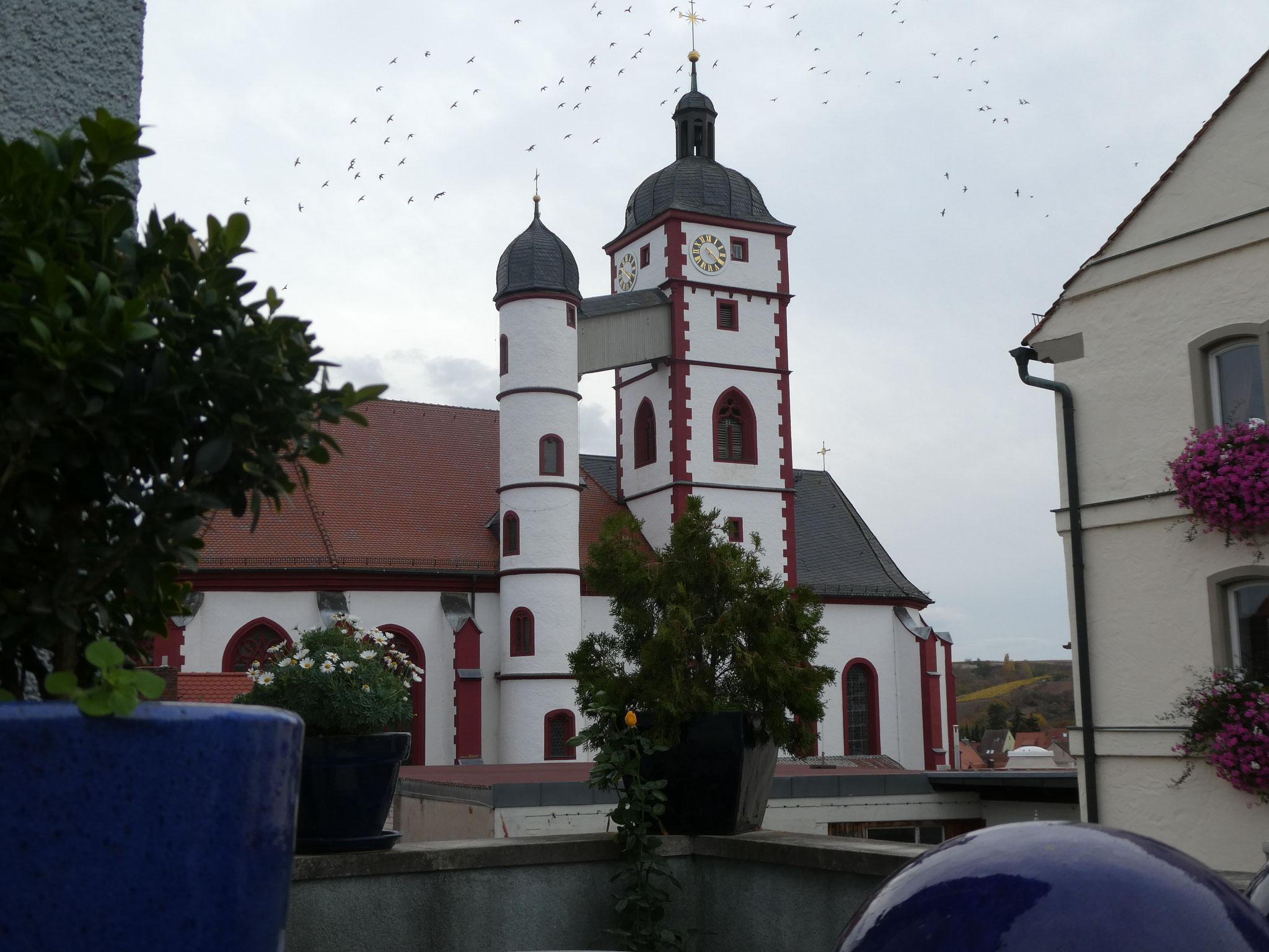Die Stadtpfarrkirche mit ihrem separaten Treppenturm