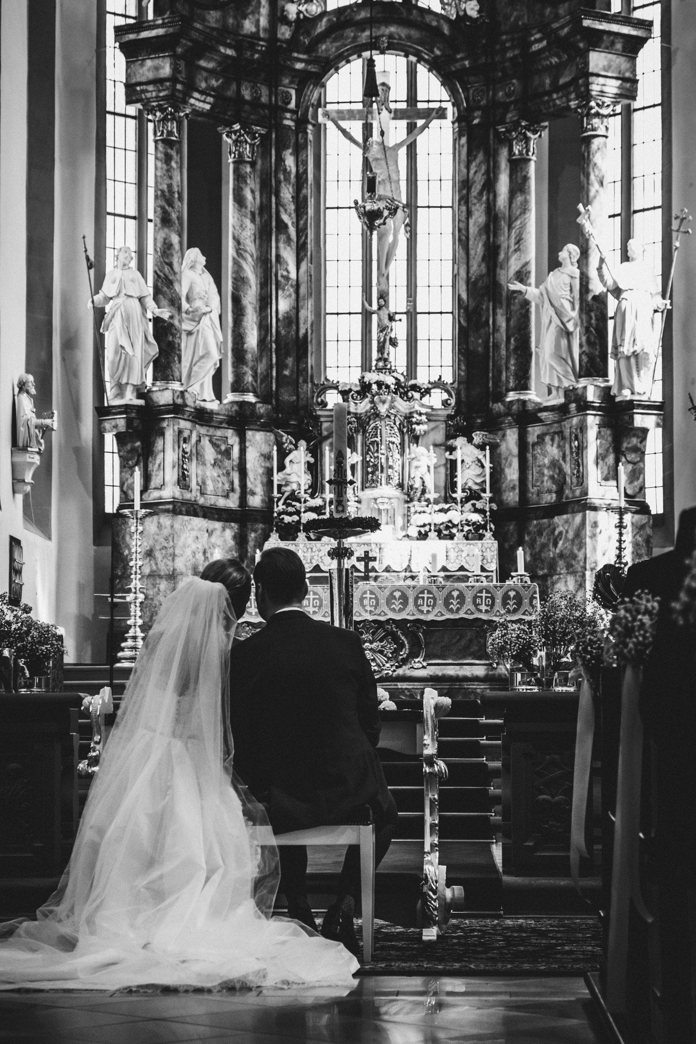 Hochzeitsfotograf-Würzburg-Kirche