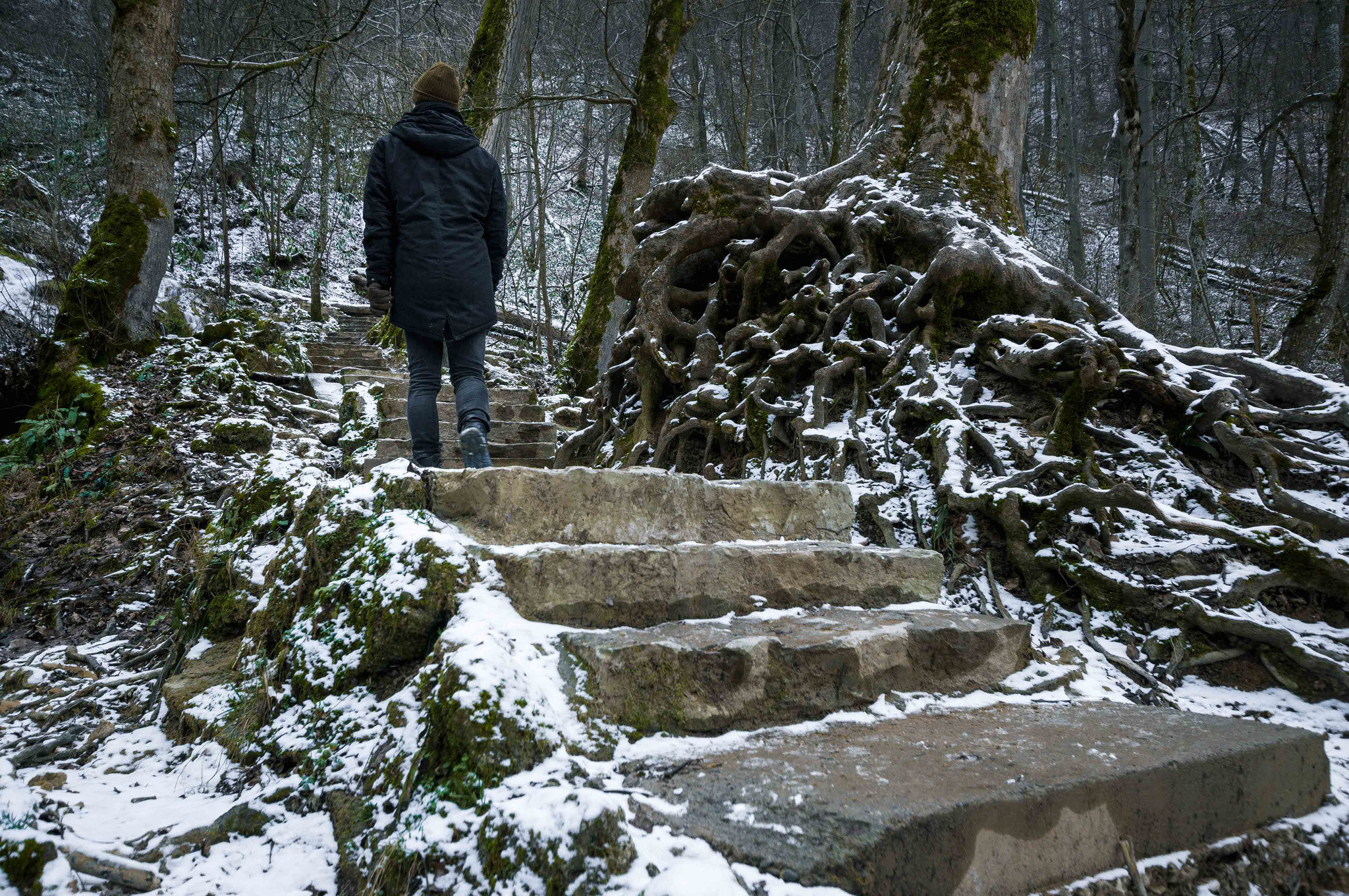 Wandern im Wald; Wasserfall Bad Urach