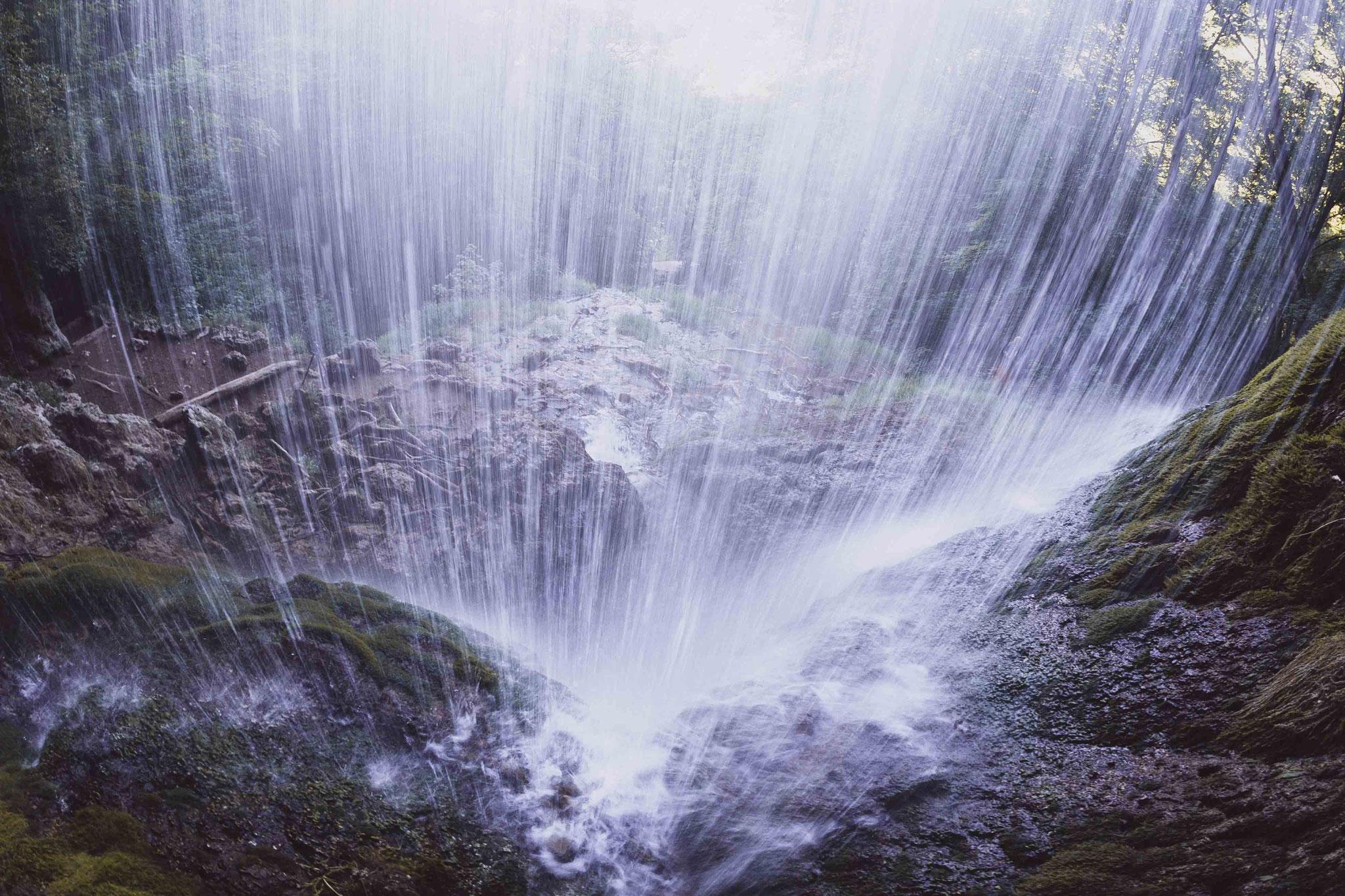Hinter dem Vorhang; Wasserfall Bad Urach