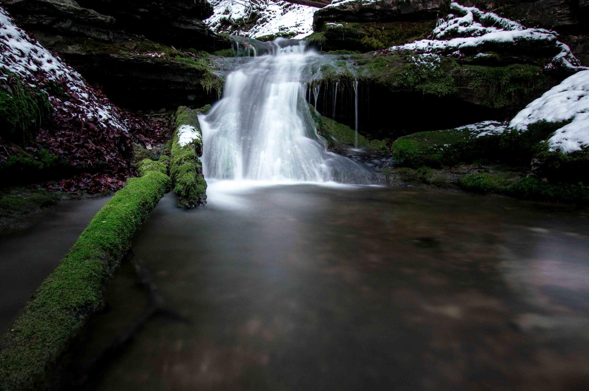Düsterer Wasserfall; Falkensteiner Höhle