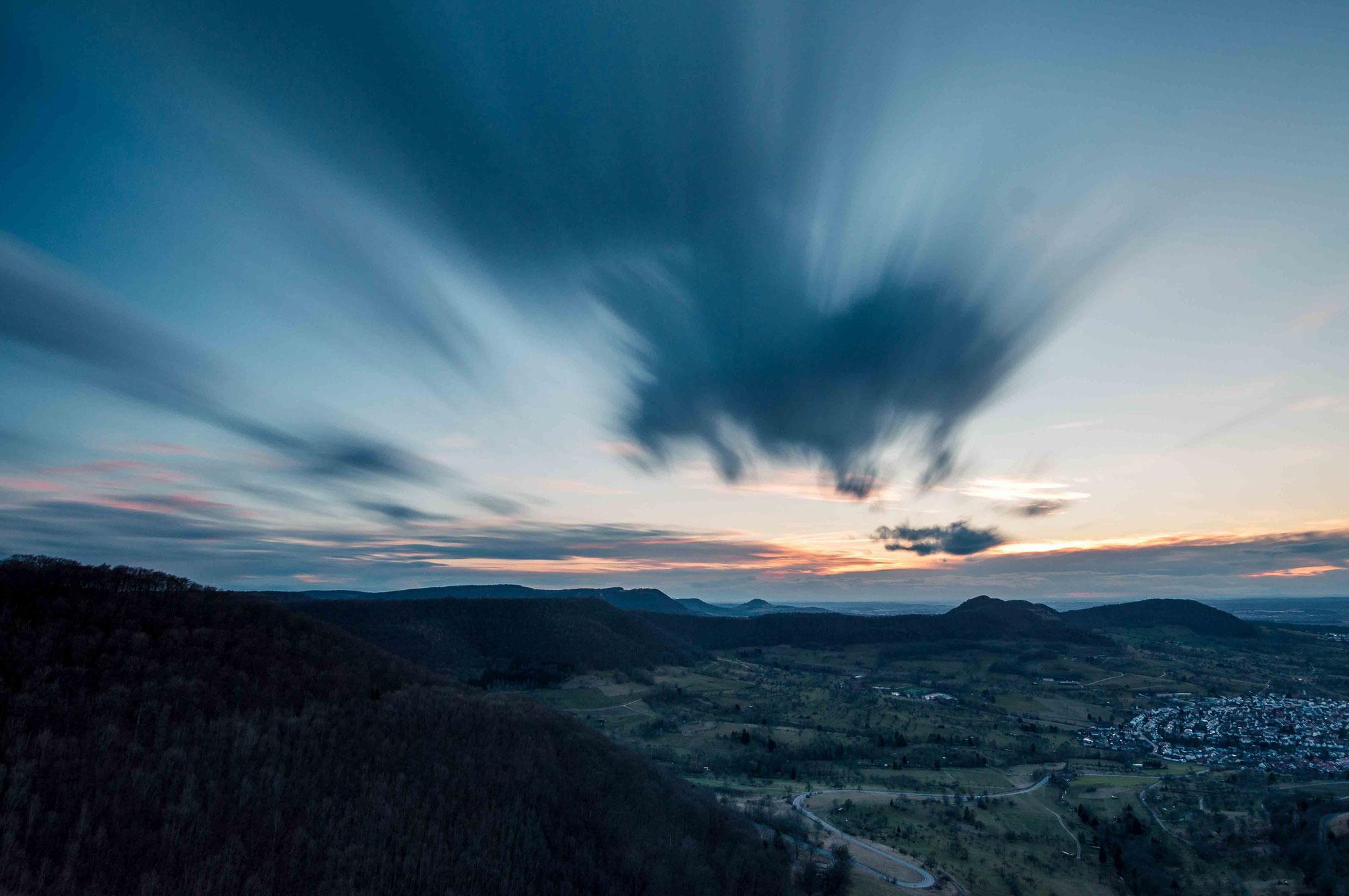 Ziehende Wolken am Abend; Neuffen