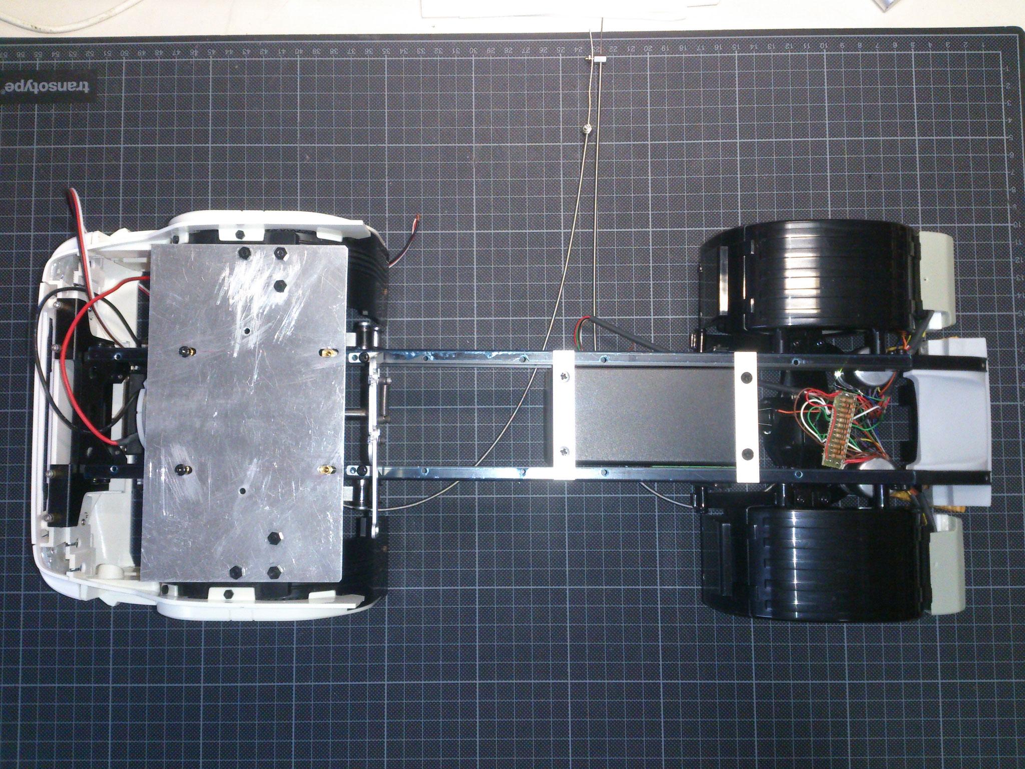 R470のシャーシフレームの取り付けた6連シーケンシャルウィンカー用アンプ