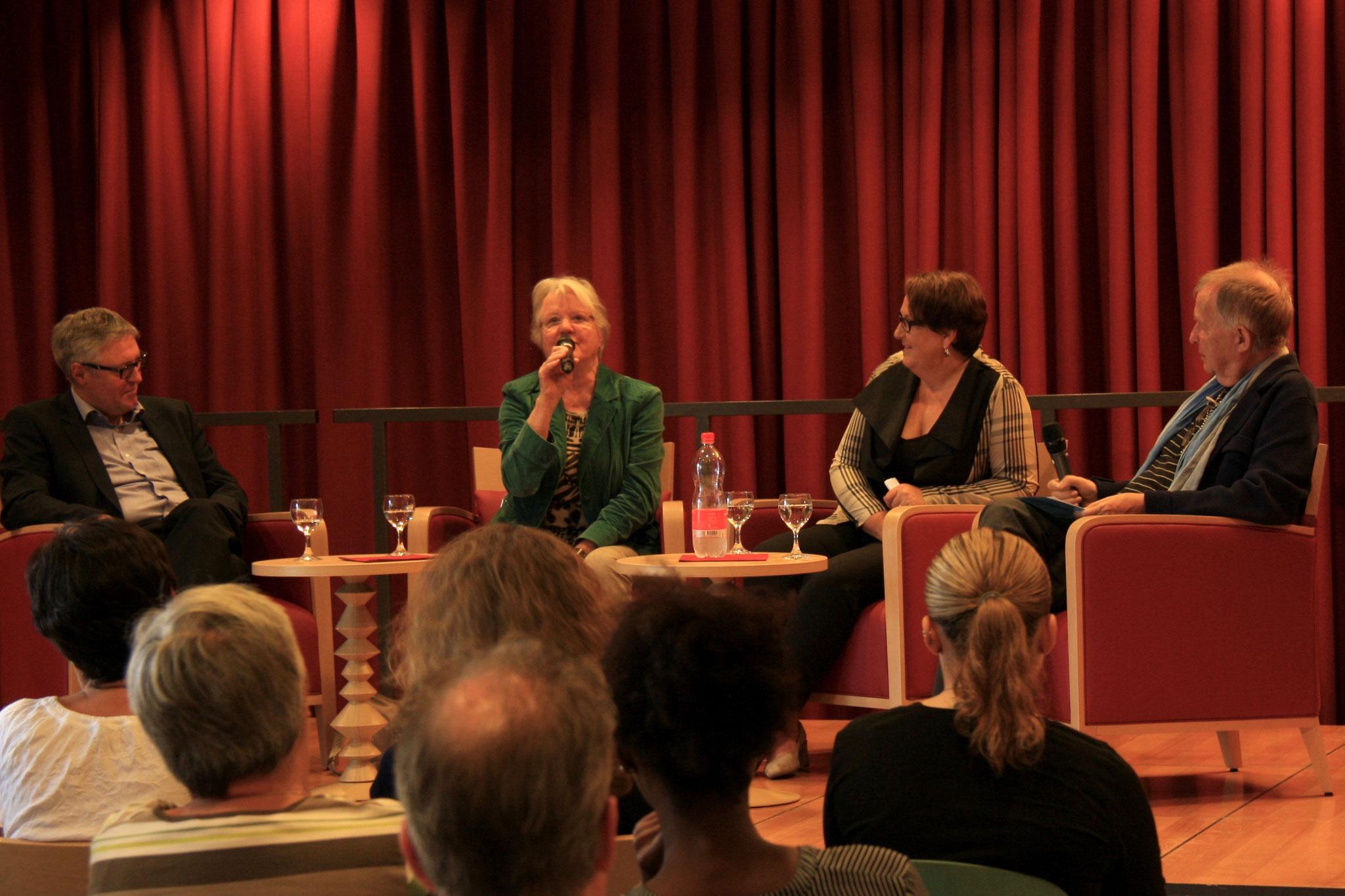 Podium «Alter im Wandel» mit Alt-Nationalrätin Judith Stamm und Prof. Jürg Krummenacher, Moderation Jean Paul Anderhub