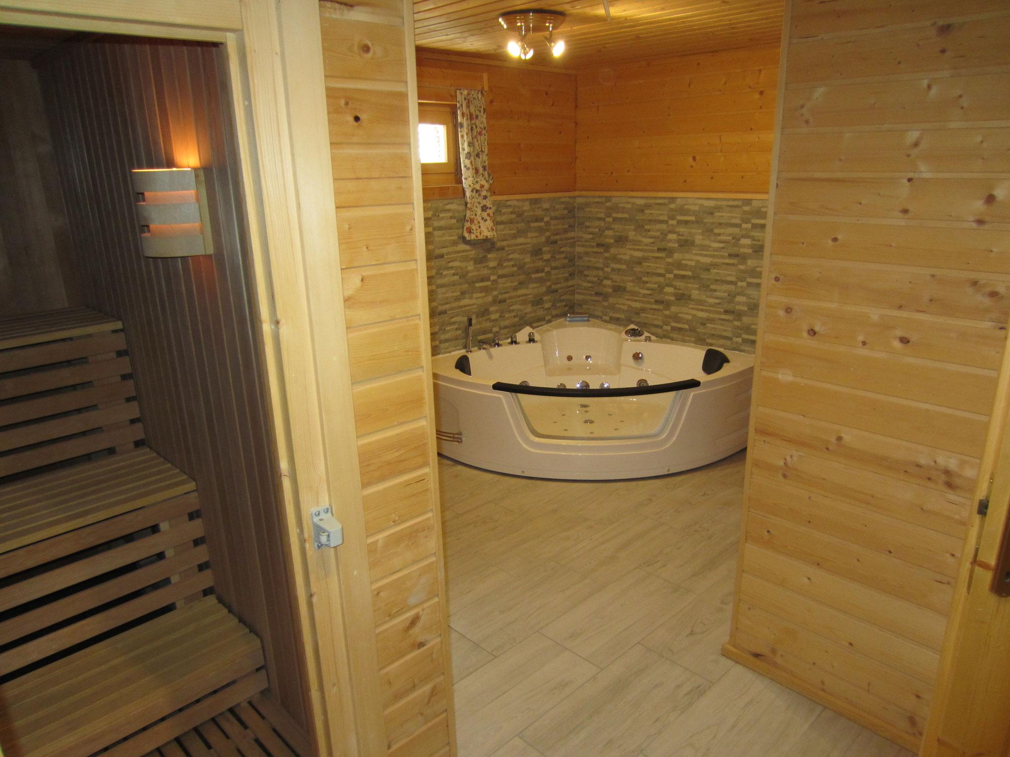 Zirbenwald Lodge - Sauna mit Whirlpool