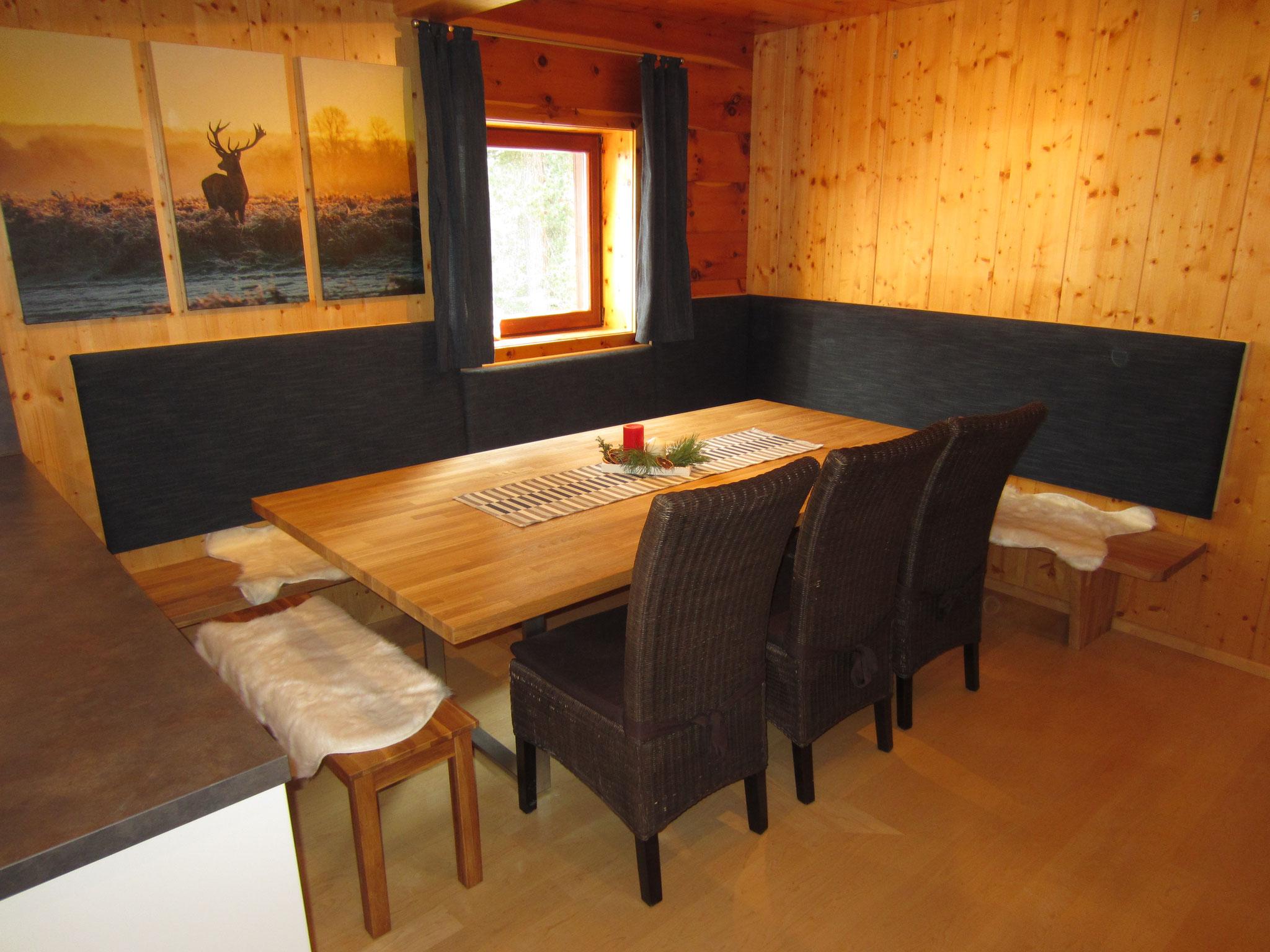 Zirbenwald Lodge - Essbereich angrenzend zur offenen Küche