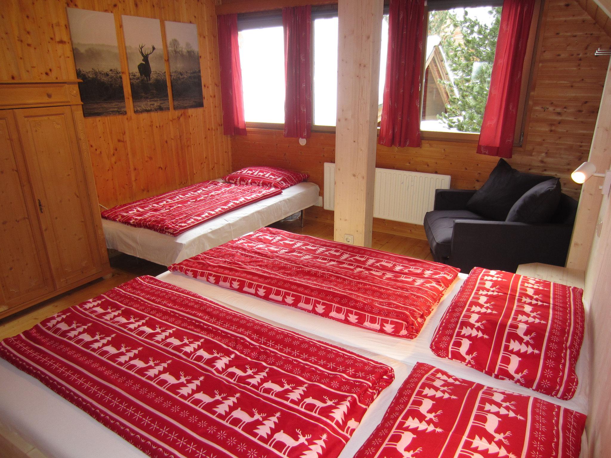 """Zirbenwald Lodge - Schlafzimmer """"Fichte"""" mit großem Zustellbett"""