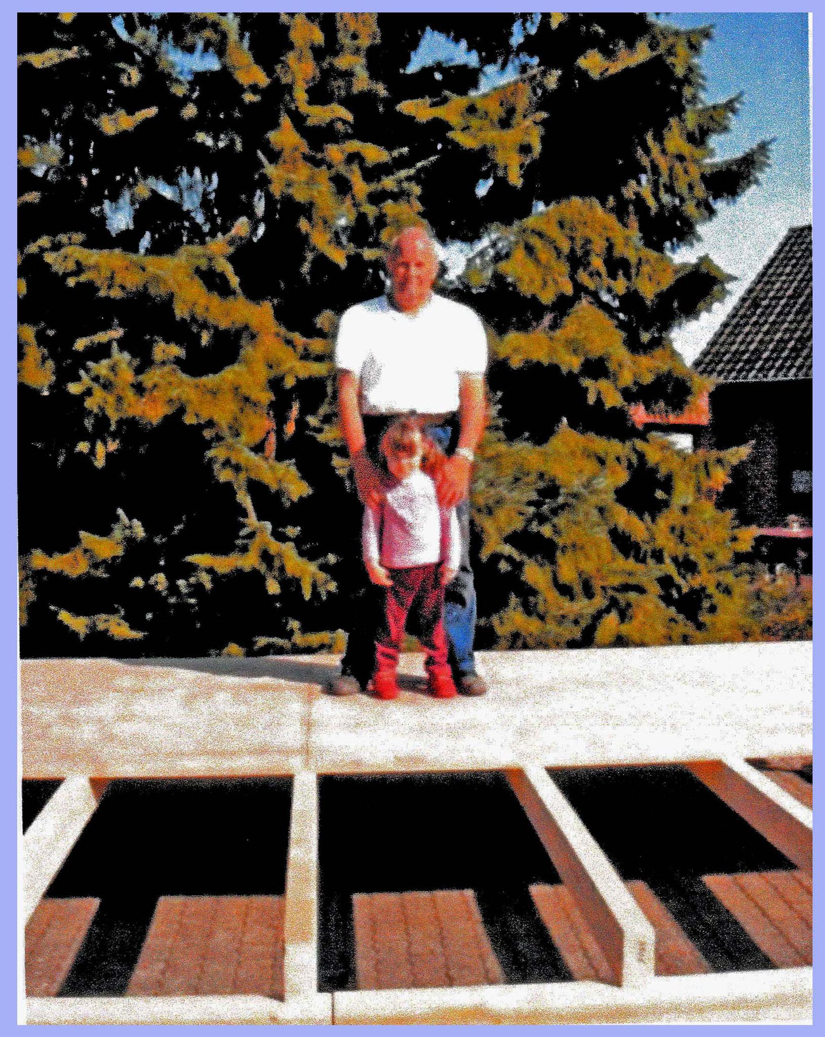 Bühnenbaubeginn 2010, Reimer mit Enkelin Caniscia