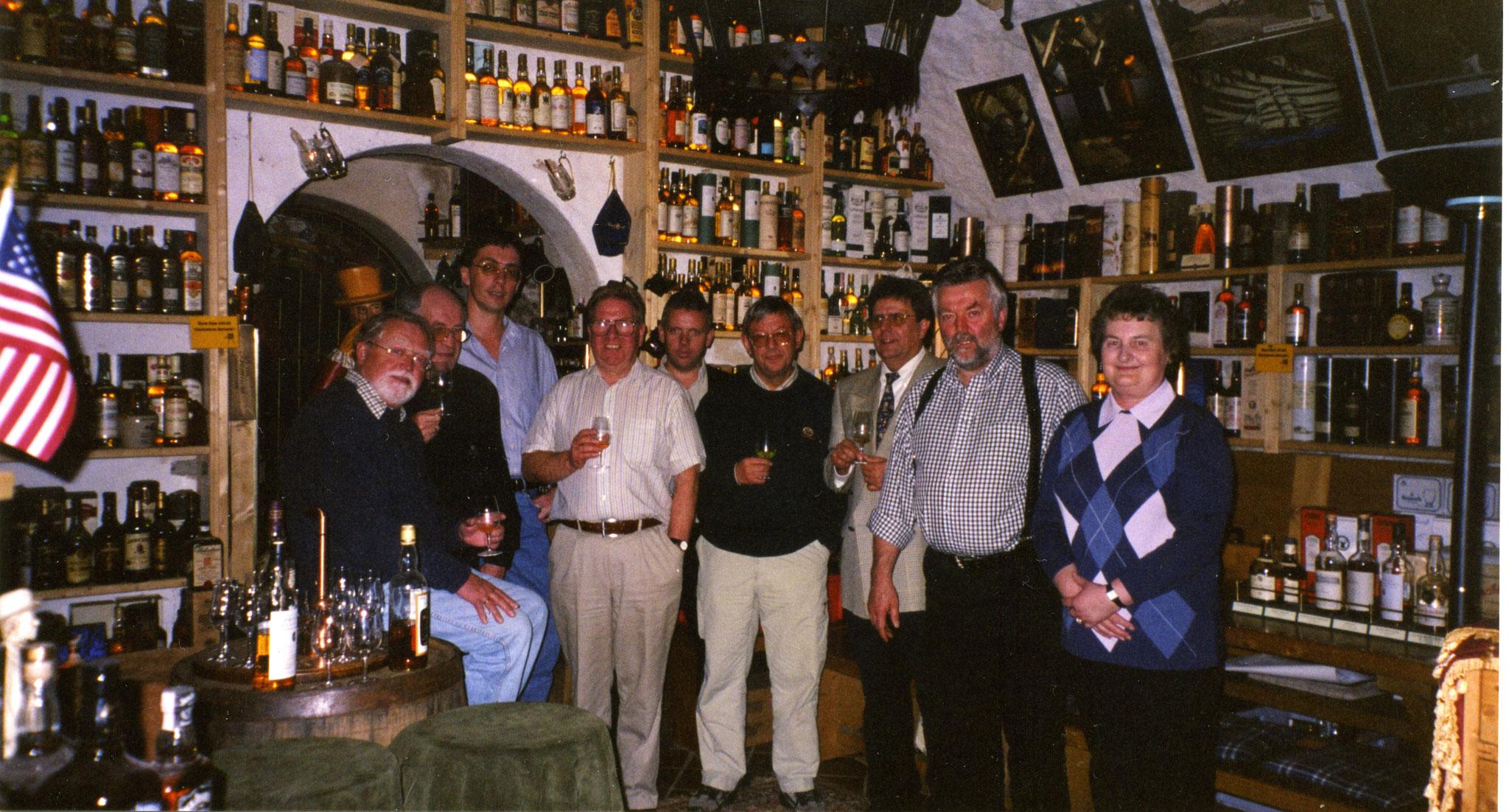 """Im Whiskykeller Kyrburg mit Prof. Walter Schobert dem ,, Whisky-Papst"""" Deutschlands"""