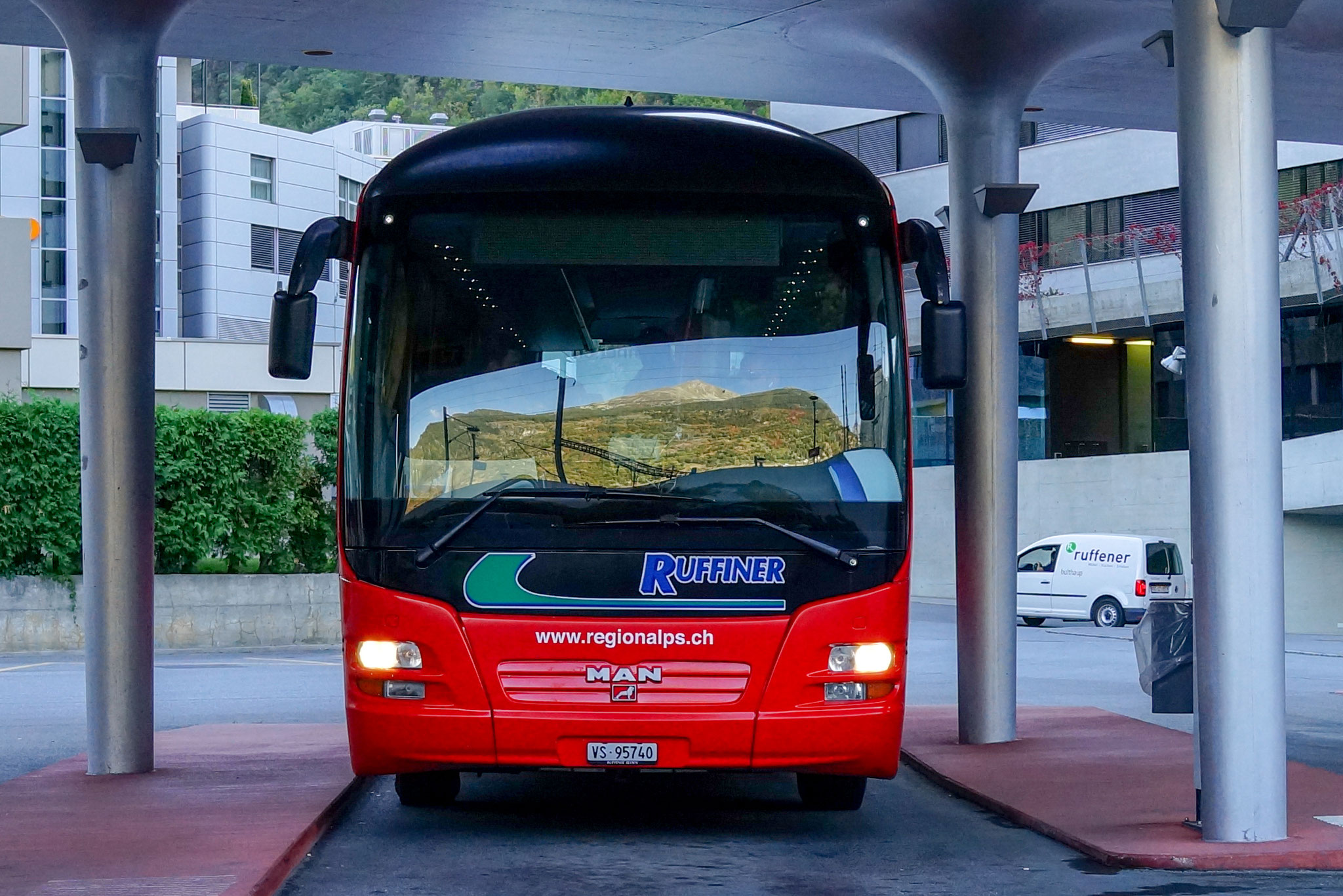 Diese Buslinie fährt vom Bahnhof Visp direkt zur Talstation der Seilbahn