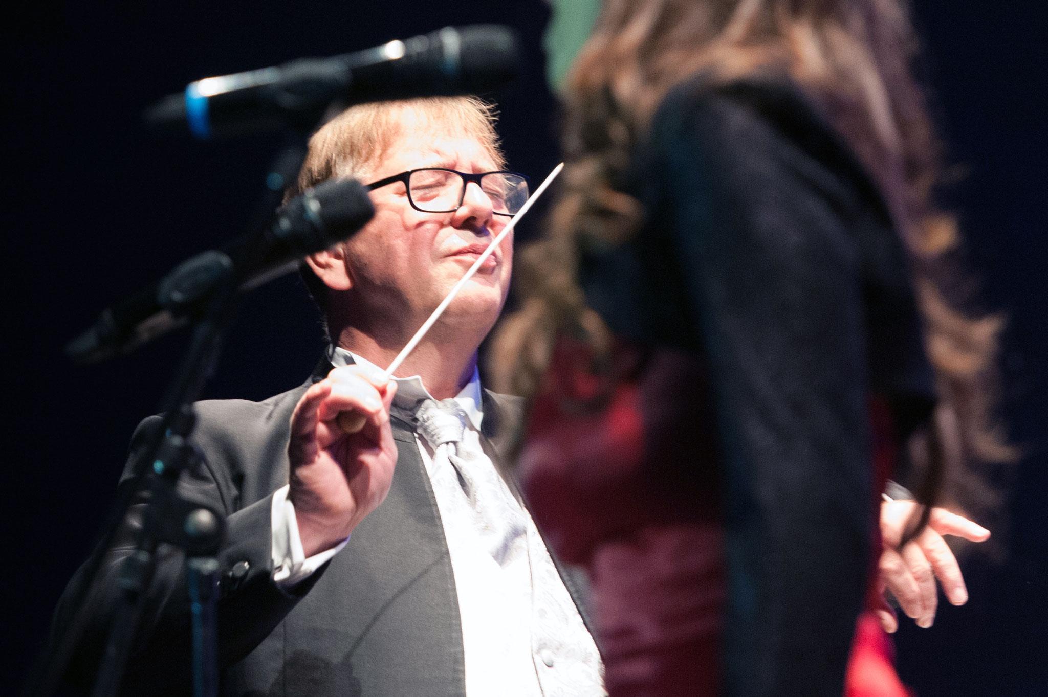 Dialogsprache Musik von Dirigent zum Orchester