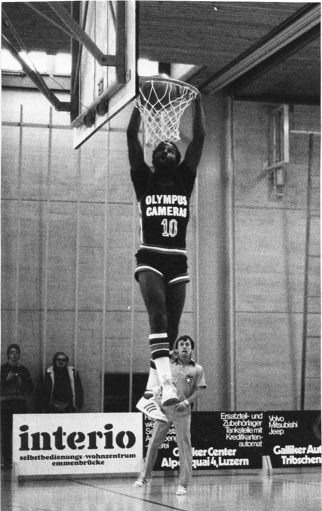 1981/1982 - erfolgreicher Dunk von Blake Taylor