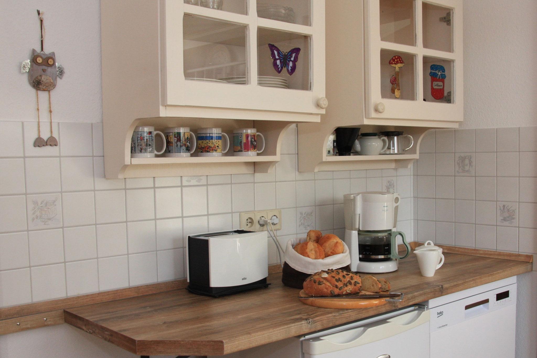 Die Küche – gut ausgestattet und mit persönlicher Note  |  De keuken – goed ingericht en met persoonlijke noot