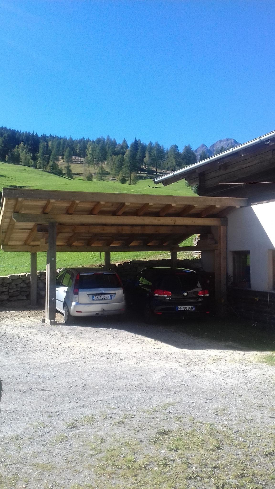 Parkplatz (offen und überdacht)