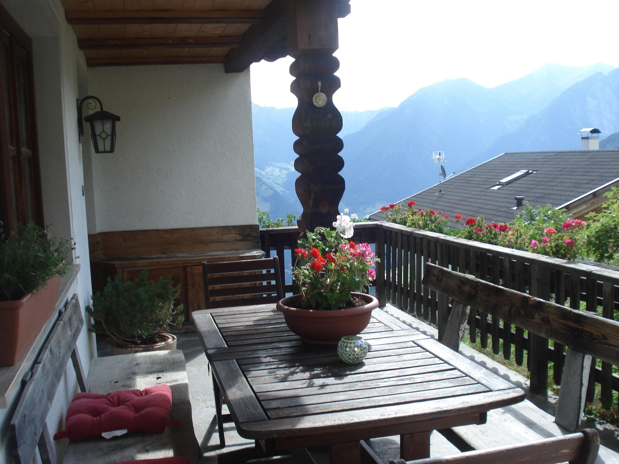 Die Terrasse, die zur Ferienwohnung gehört