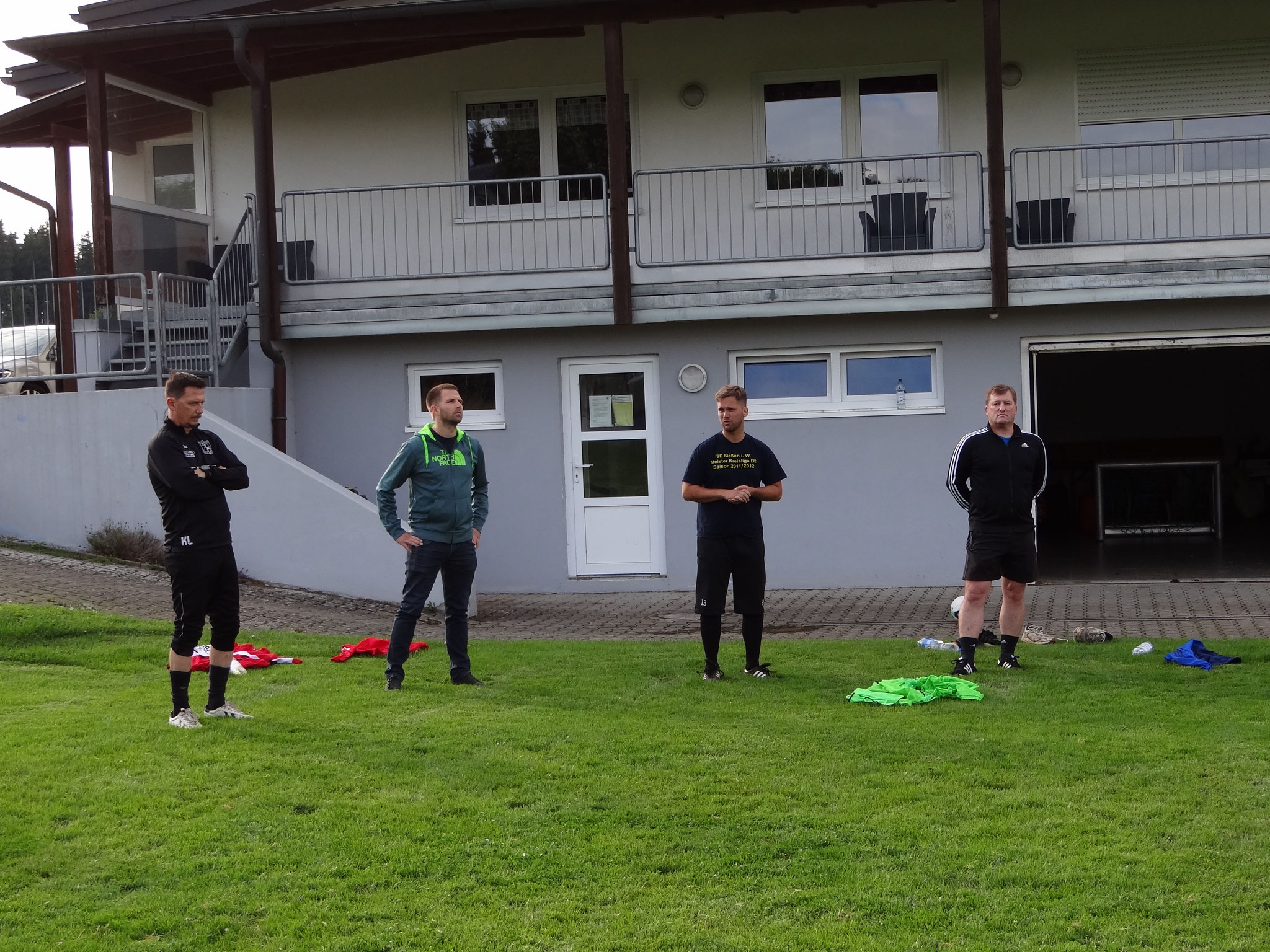 Begrüßung durch Krisztian Levai, Jens Köhler, Raffael Eberle und Hans Baur.