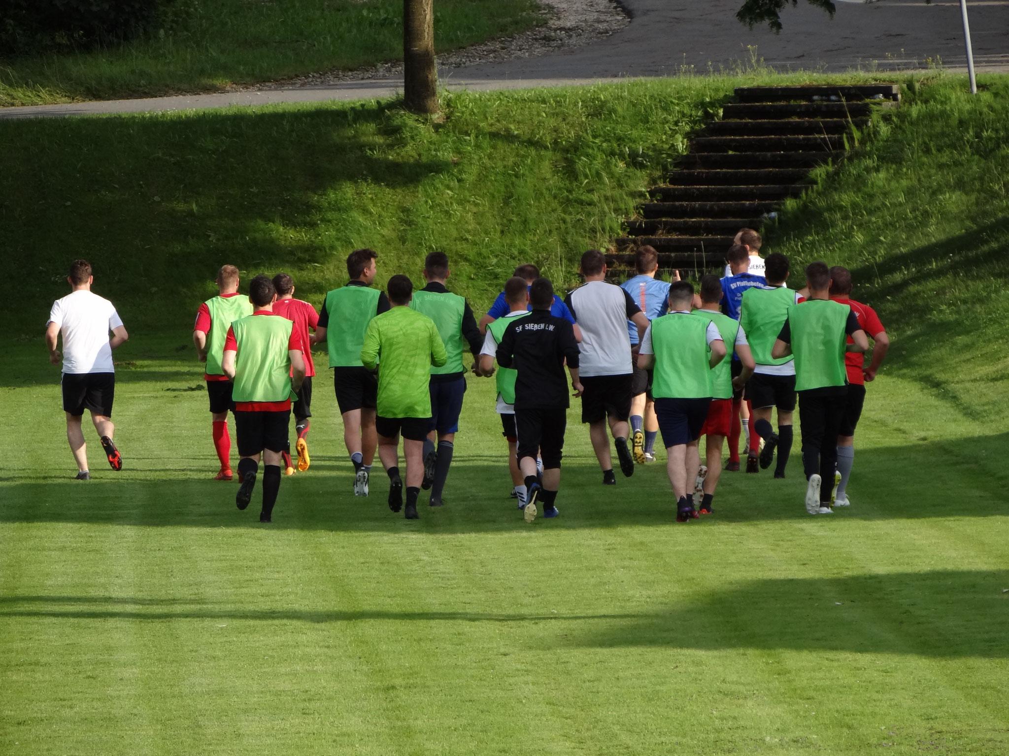 Spieler aus Sießen und Wain vereint beim Trainingsauftakt.