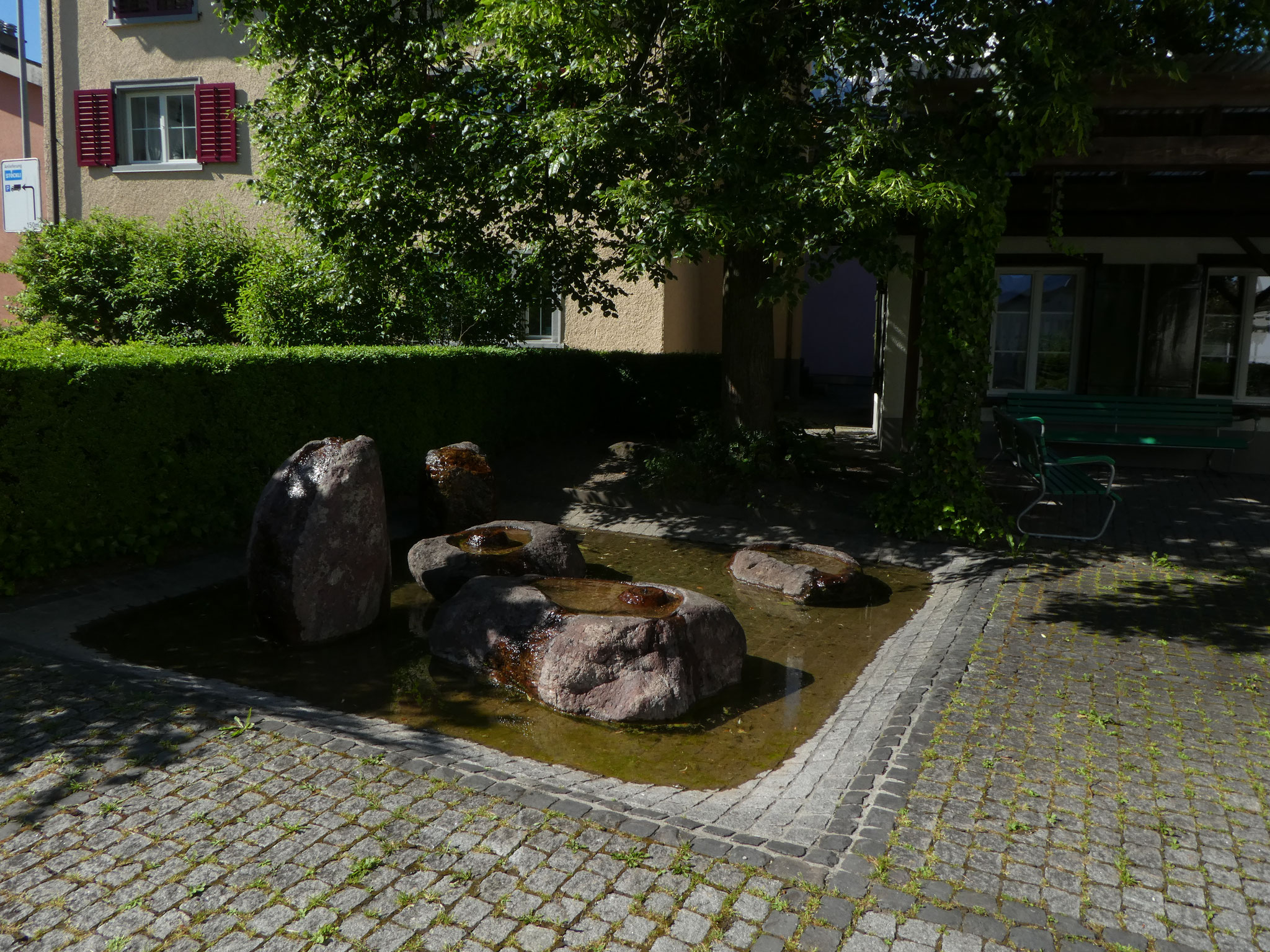 13 Steinbrunnen