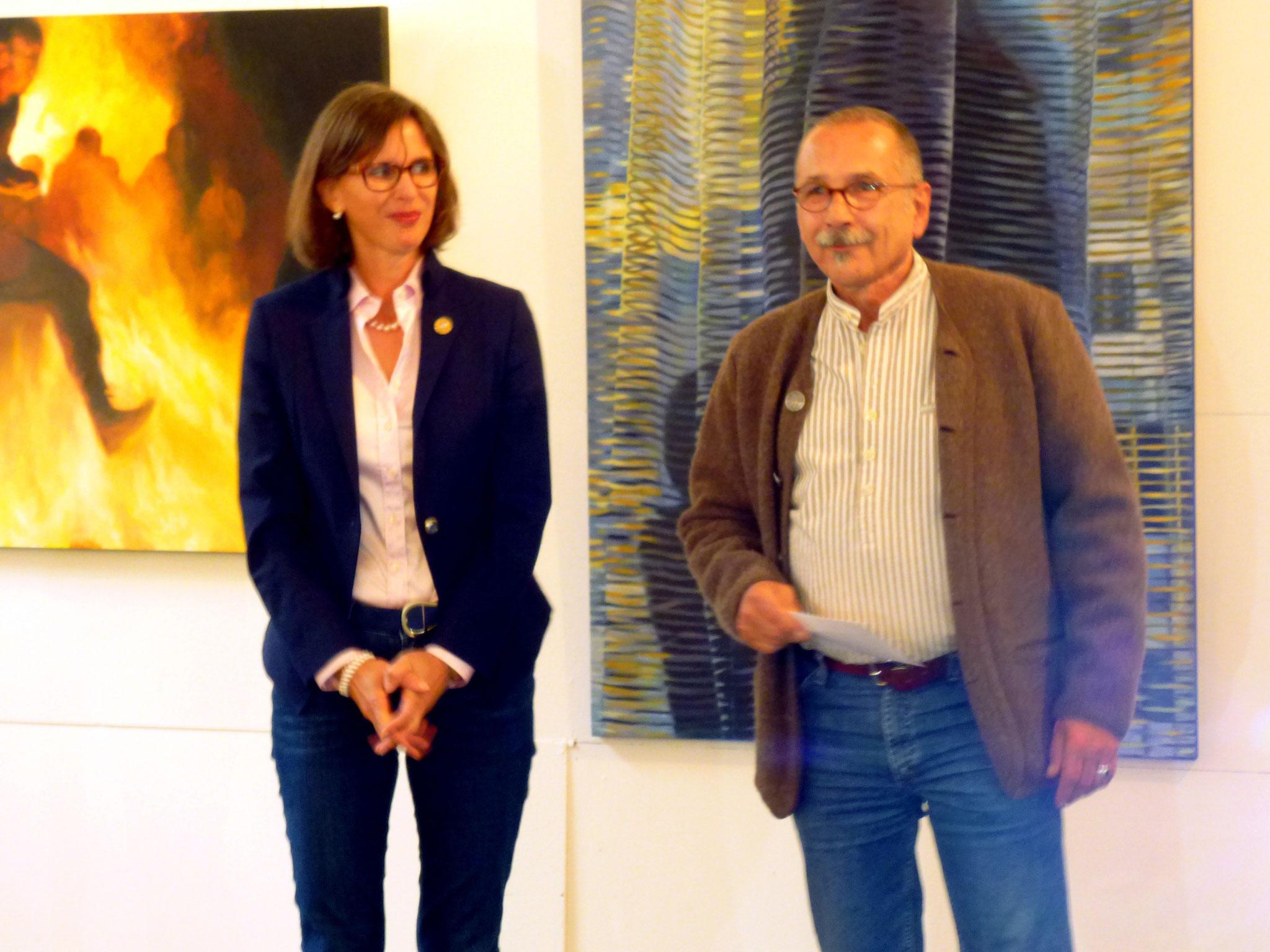 Petra Ruffing übergibt den Publikumspreis an Heiner Beyer