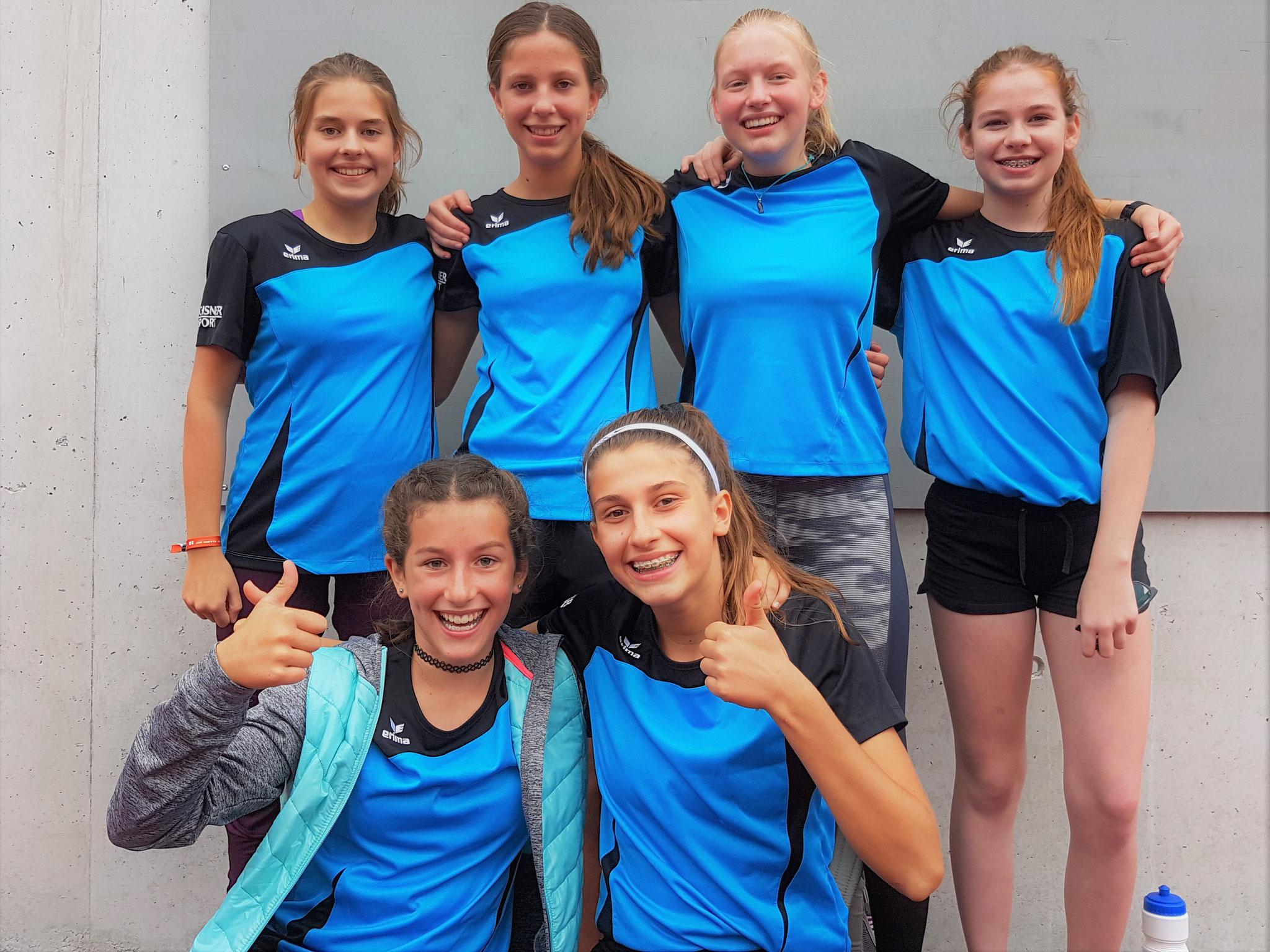 Sept. 17: Die freudig überraschten Siegerinnen im Leichtathletik aus dem Oberstufenzentrum Näfels