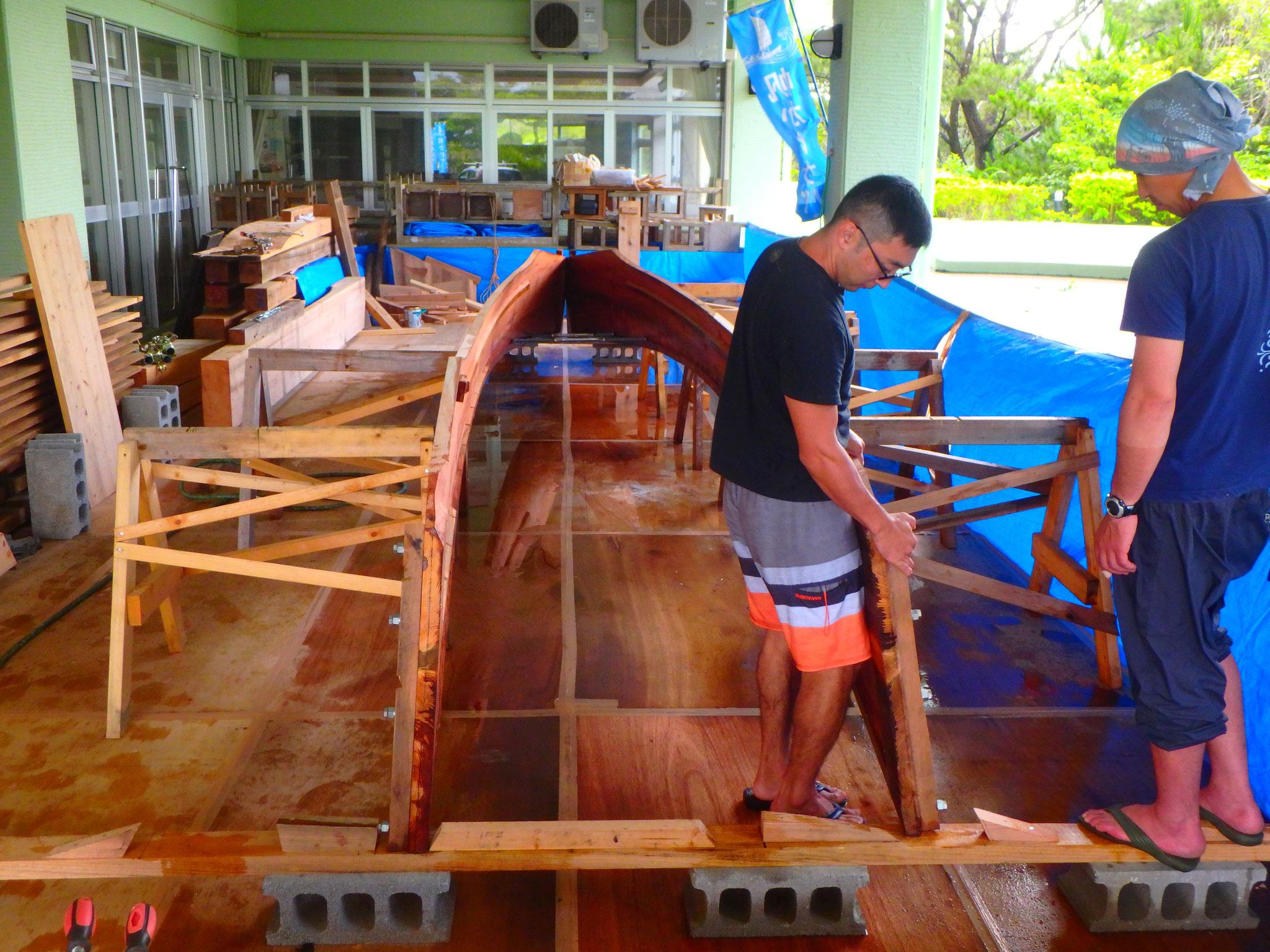 造船に密着したガイドがツアーをご案内します。