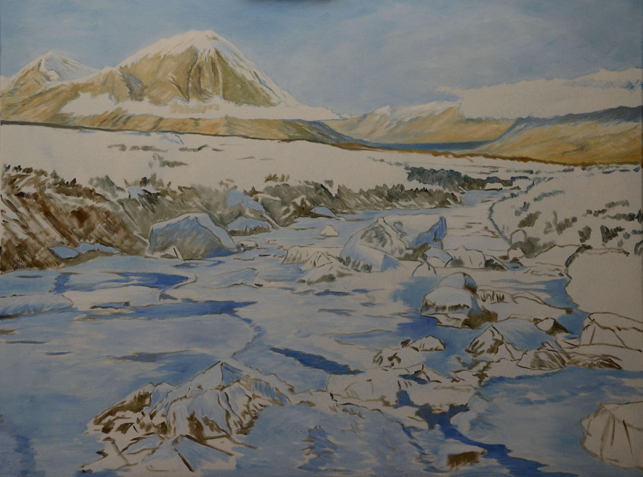 Mittelgrund: Schatten der Wolke am Berghang, Horizontallinie eingebracht