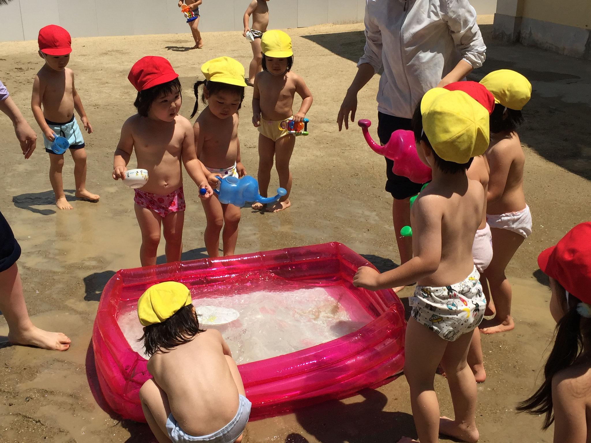 年少さんの水遊び。