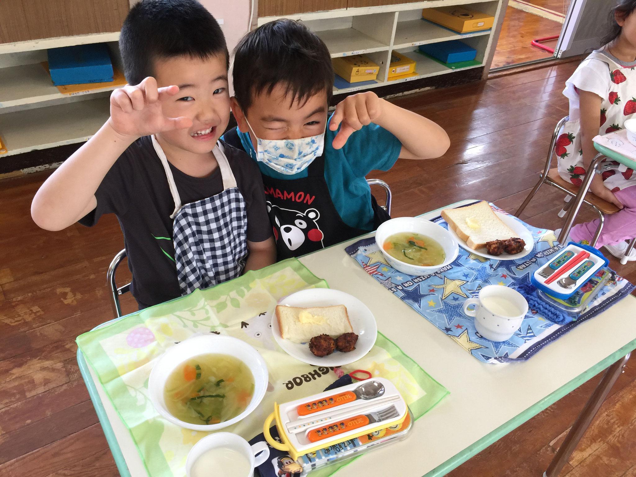 お友達と食べる時間が楽しいです。