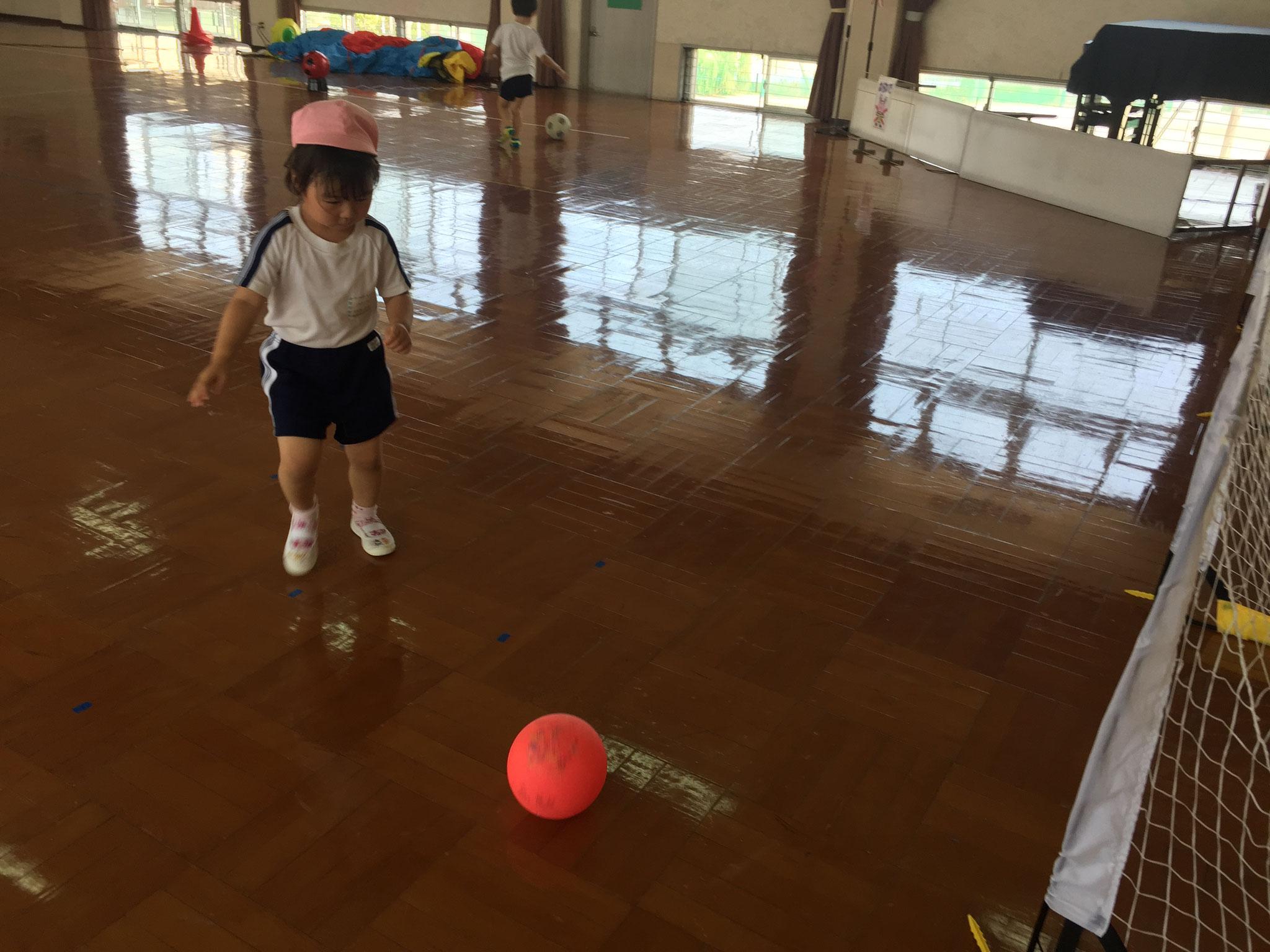 ボールでシュート!!