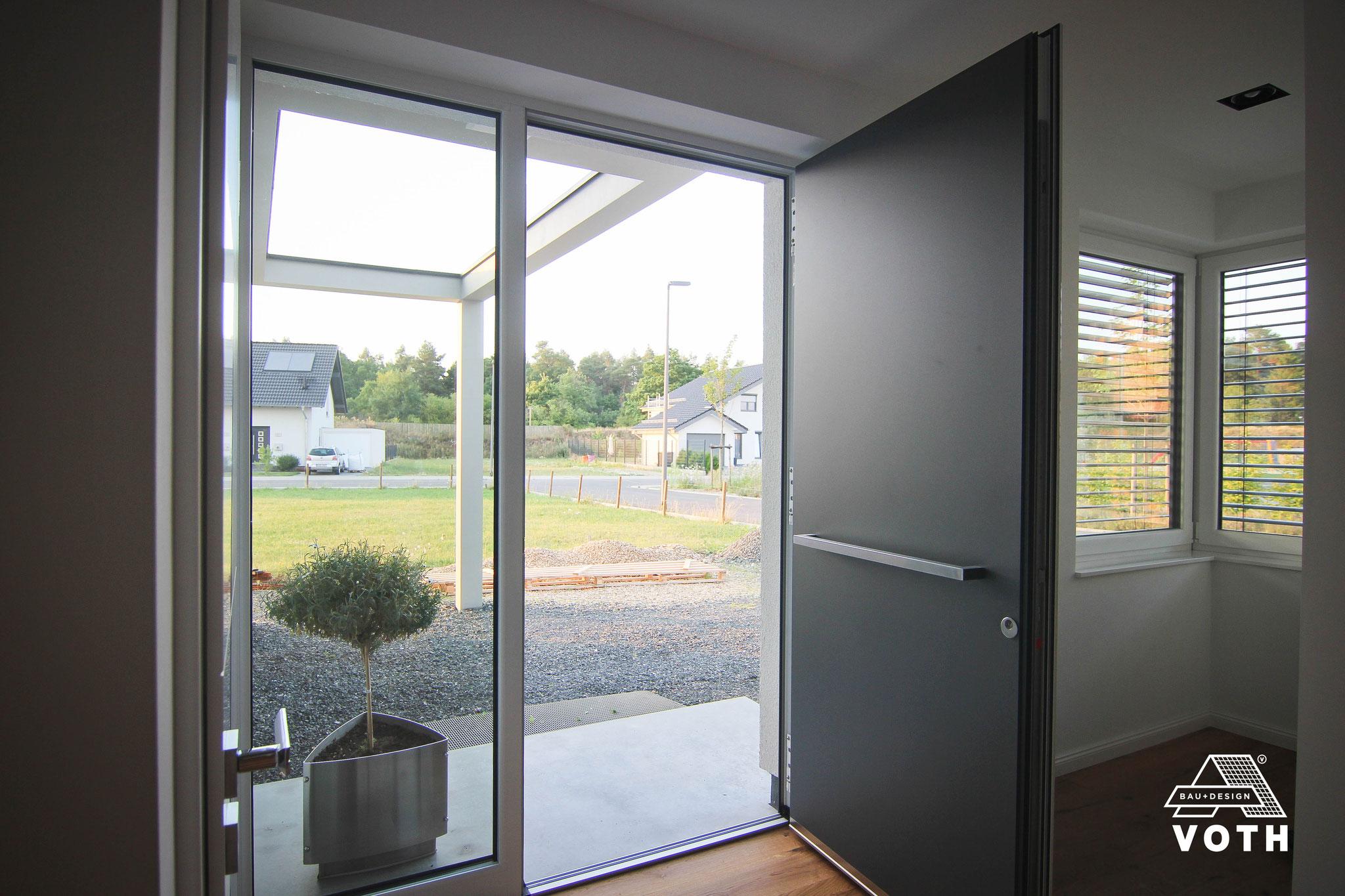 Aluminium Haustüren in Düren kaufen - Flügelüberdeckend innen und außen!