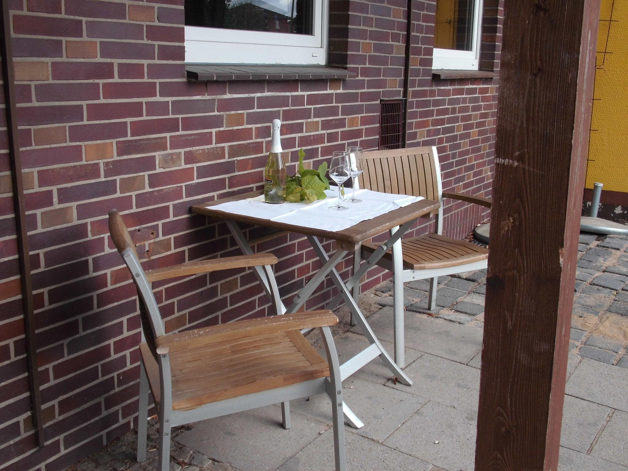 Sitzplätze vor dem Haus
