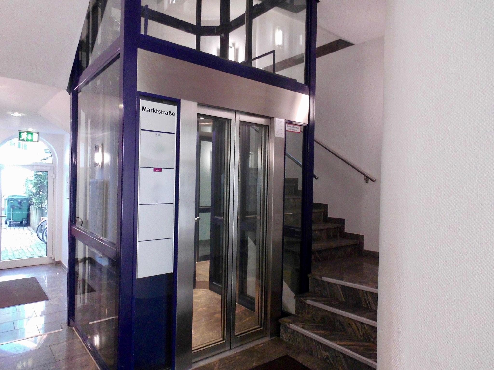 Gläserne Lift / barrierefreier Zugang