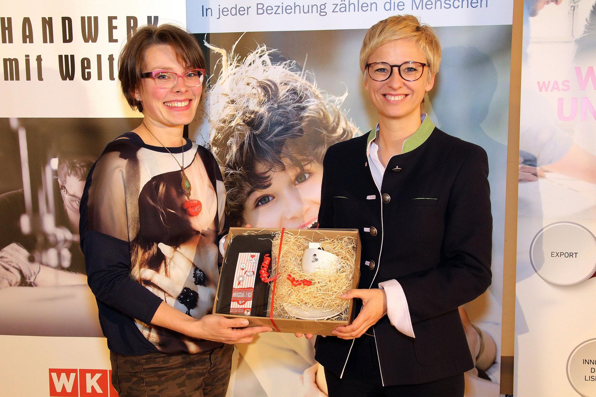 "Auch WKOÖ Präsidentin Doris Hummer hat ein ""Emmas Kaffee"" Geschenk bekommen!"