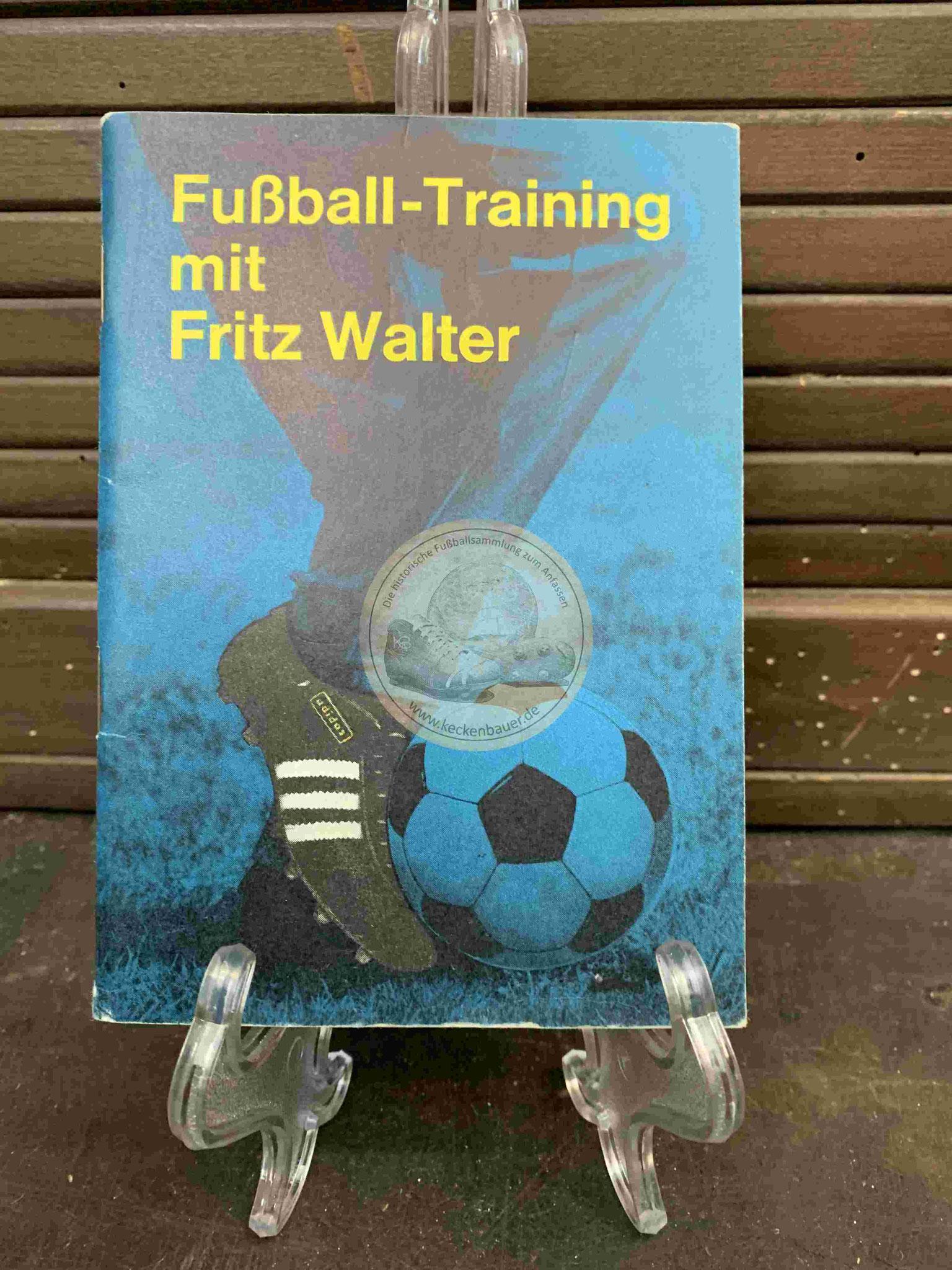 Fußball-Training mit Fritz Walter aus dem Jahr 1964