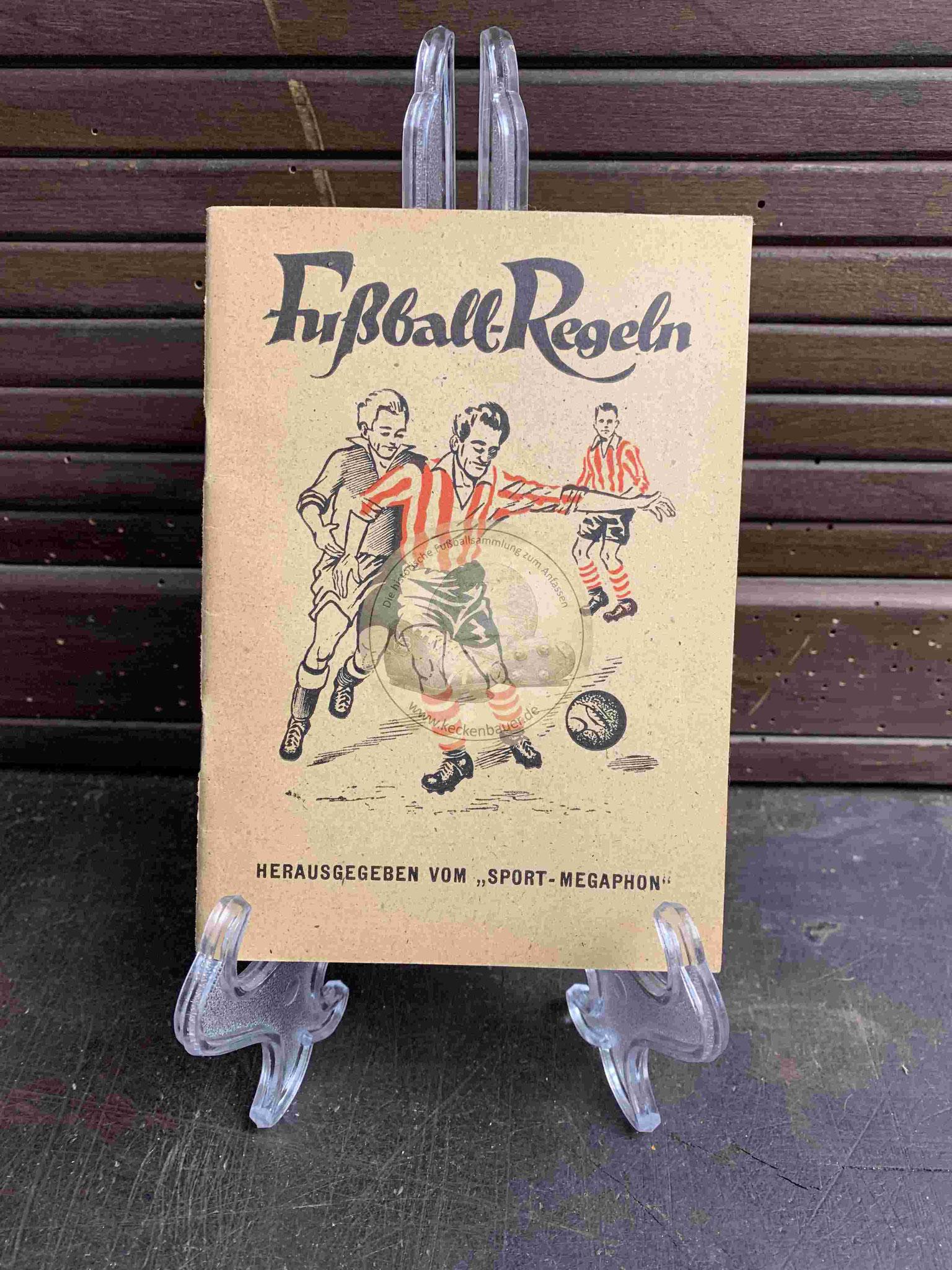 """Fußball-Regeln Herausgegeben vom """"Sport-Megaphon"""" aus den 1940er Jahren"""