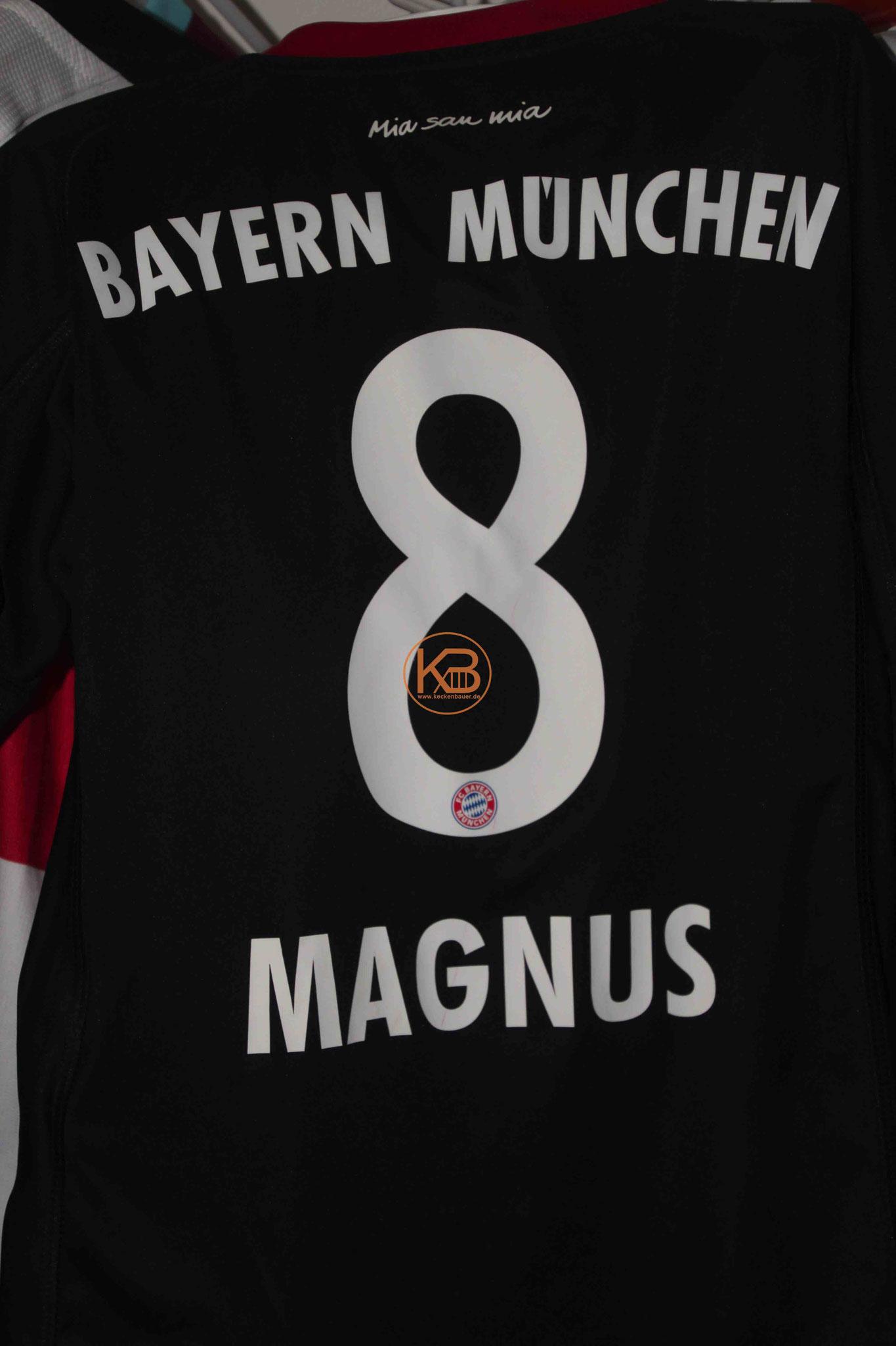 """Trikot mit Eigennamen vom FC Bayern München mit """"seiner"""" Nummer 8 2/2"""