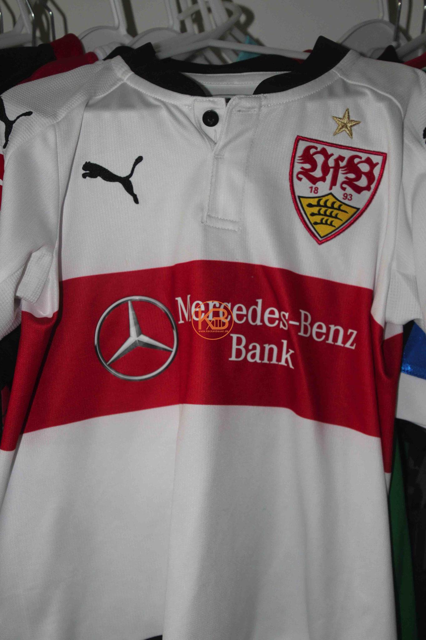 Trikot mit Eigennamen vom VFB Stuttgart mit der Nummer 18 1/2