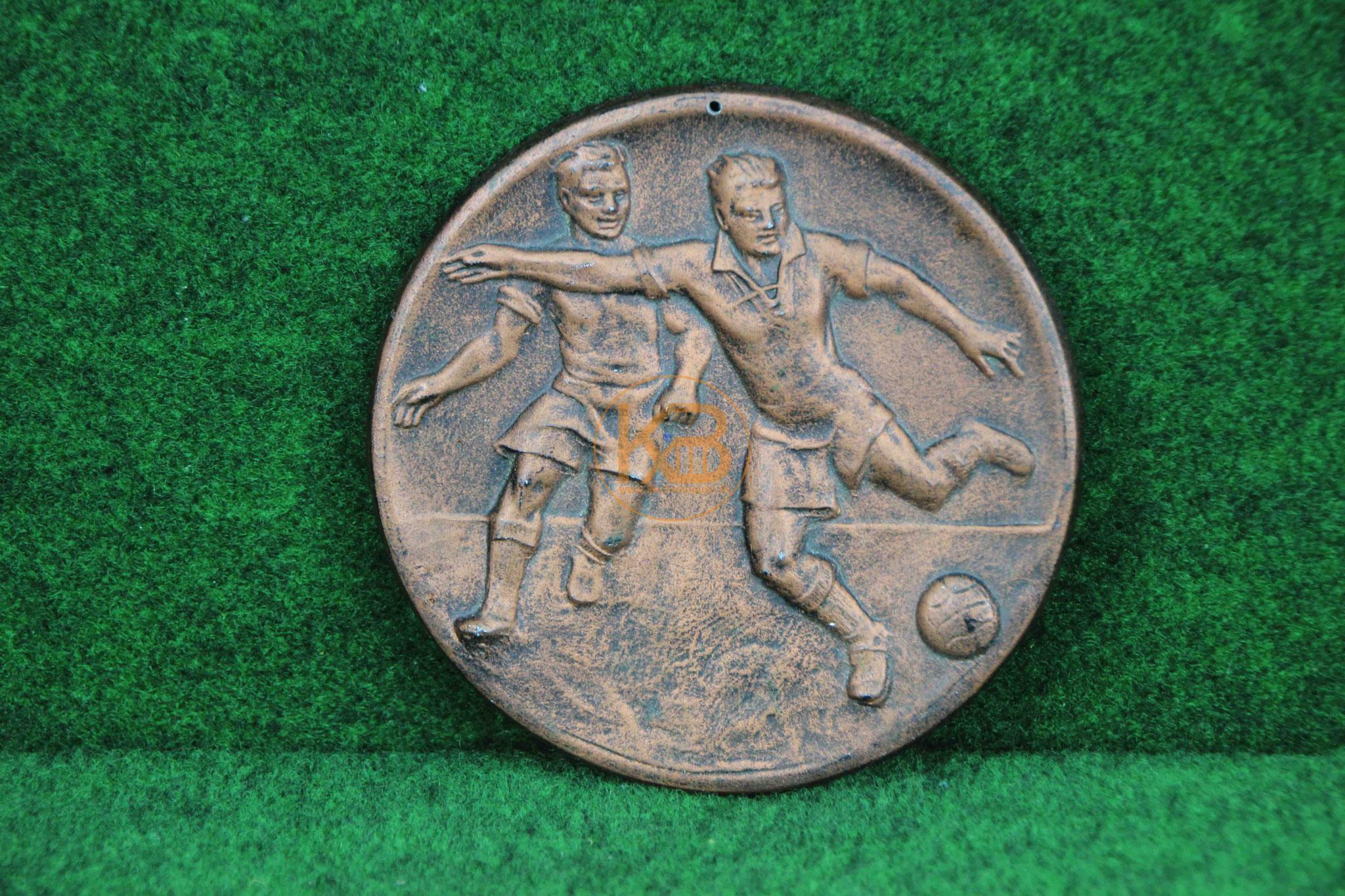 Fußballwandplakette aus den 1960er Jahren.