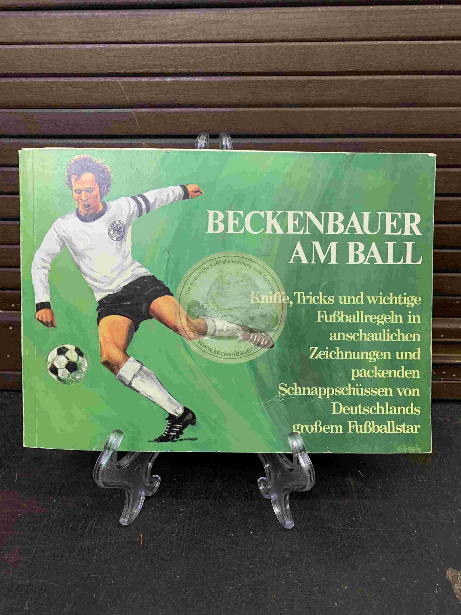 Beckenbauer am Ball Kniffe, Tricks und wichtige Fußballregeln in menschlichen Zeichnungen und packenden Schnappschüssen von Deutschlands großem Fußballstar aus dem Jahr 1975