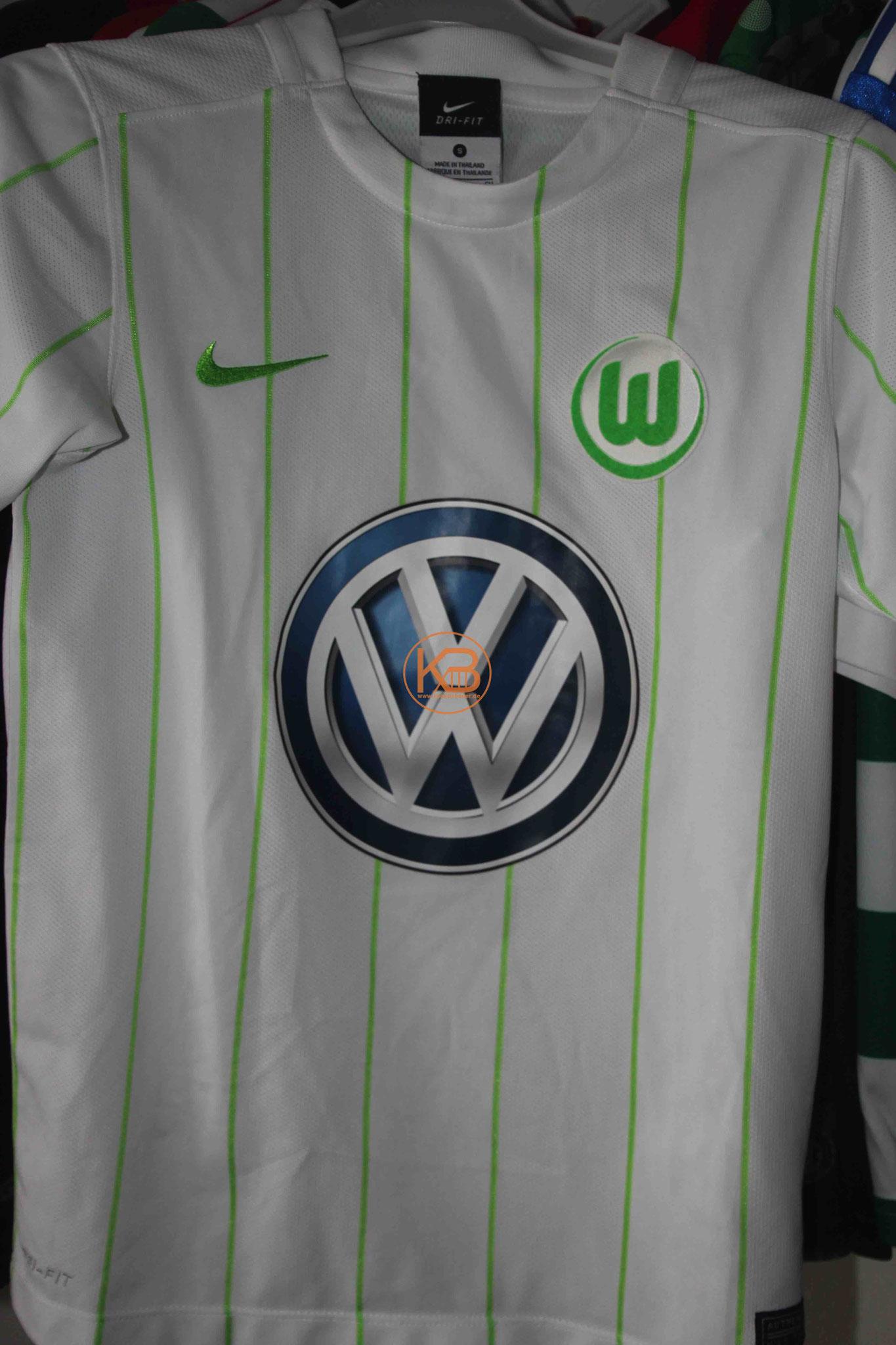 """Trikot mit Eigennamen vom VFL Wolfsburg mit """"seiner"""" Nummer 8 1/2"""
