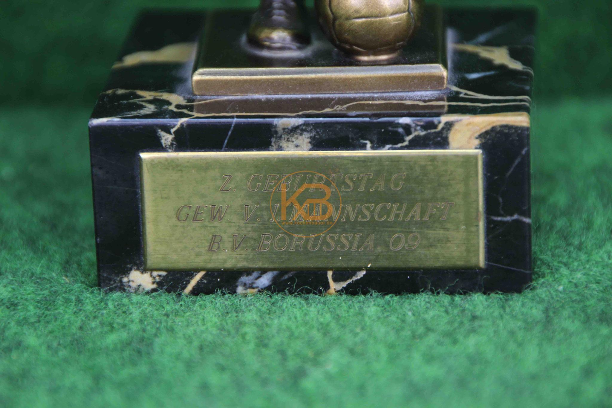 Fussballskulptur, die Max Merkel von der 1. Mannschaft von Borussia Dortmund geschenkt bekommen hat, sie stammt aus dem Nachlass von Max Merkel. 2/2